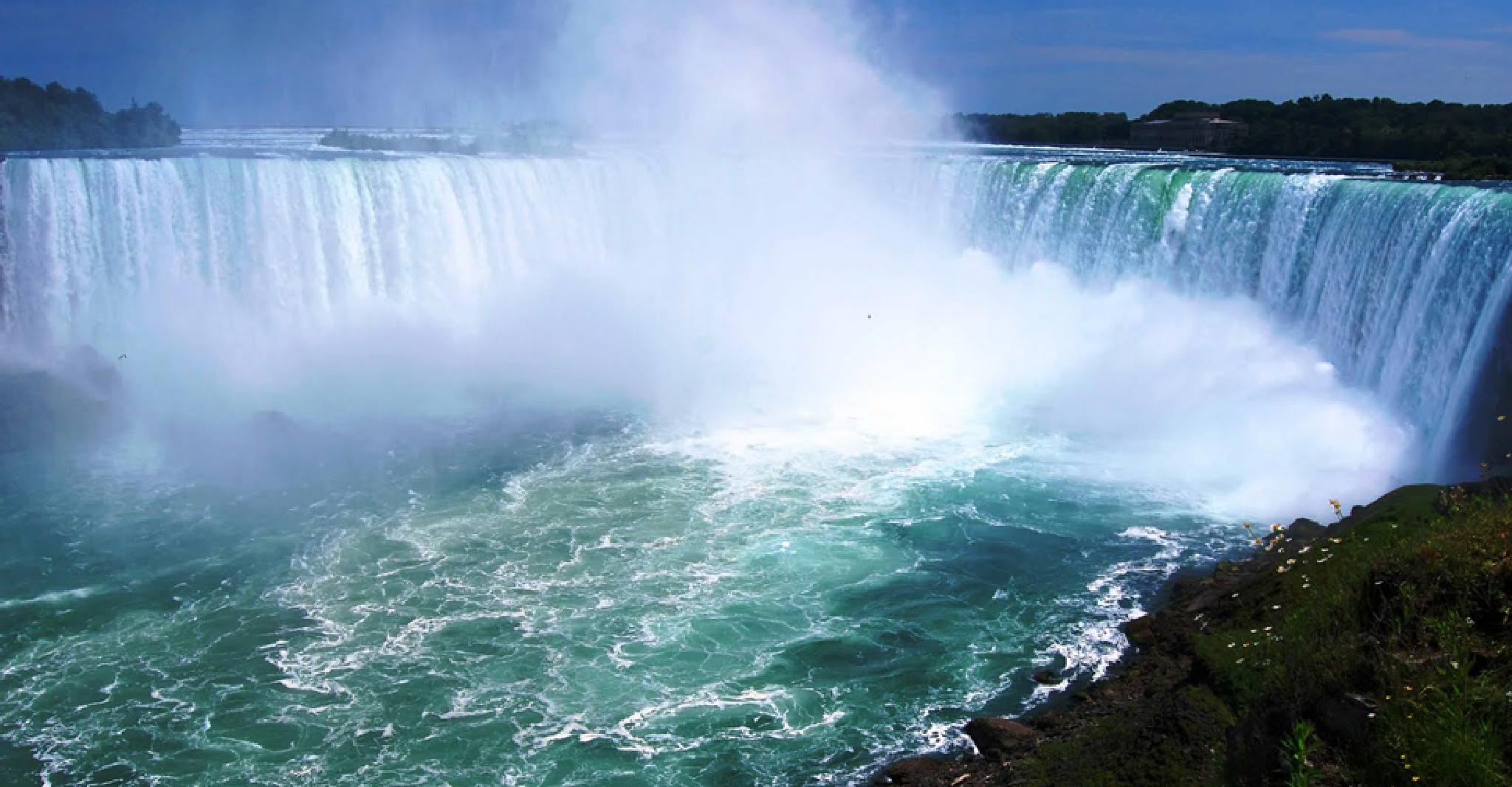 Niagara falls  by Gigi