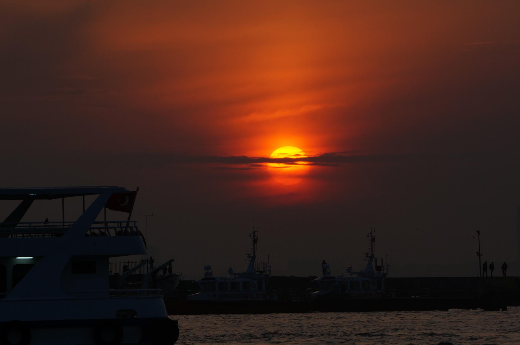 sunset on wave set  by Yavuz Sevgi