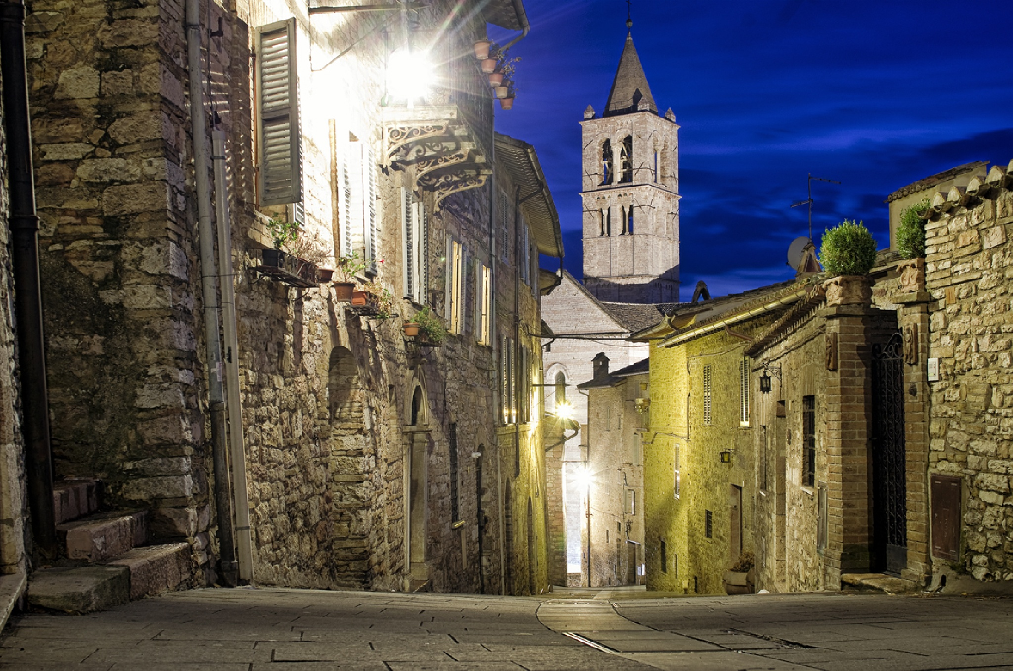 Assisi by night by Vincent van Kooten