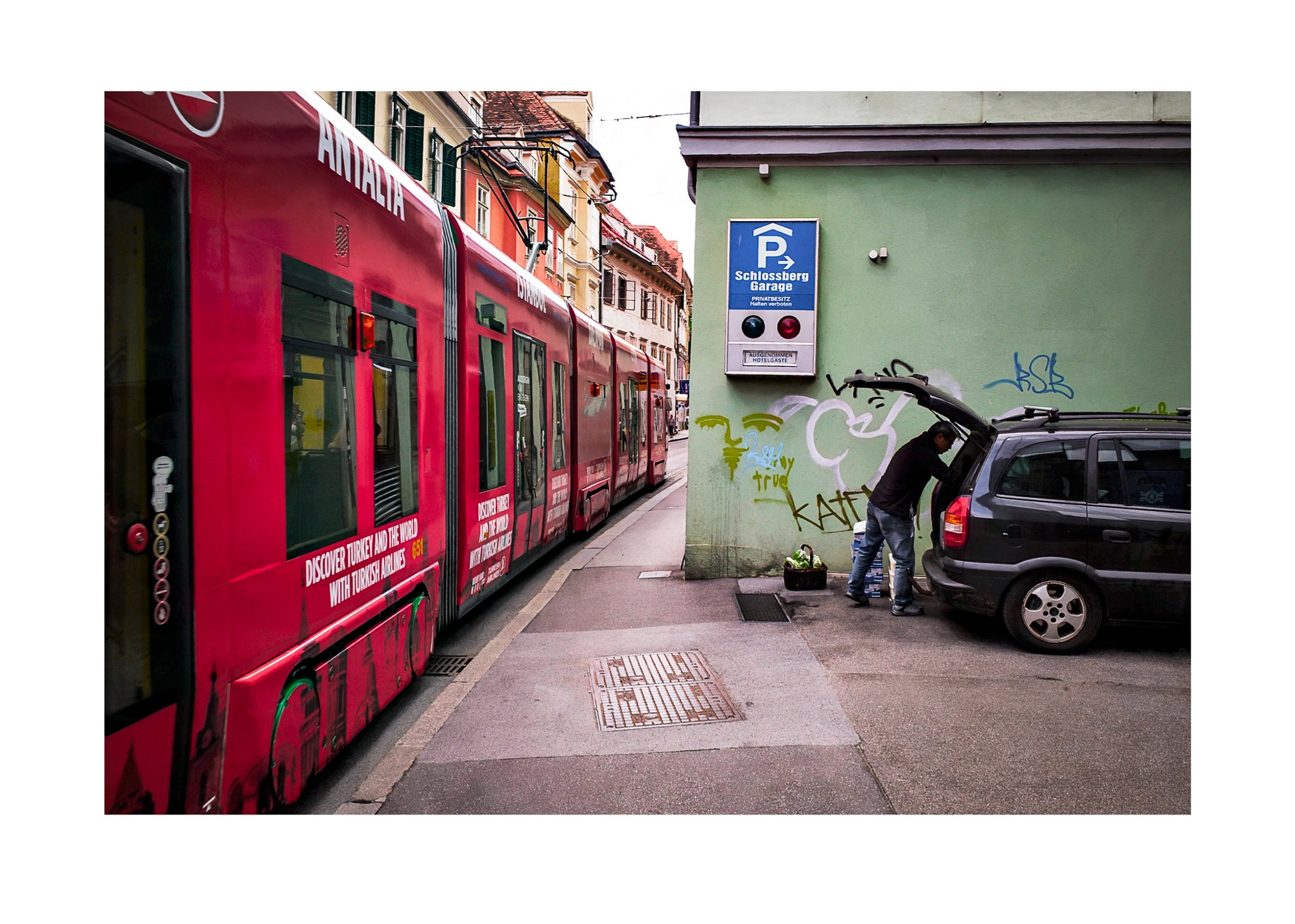Red Trolley by jhulton