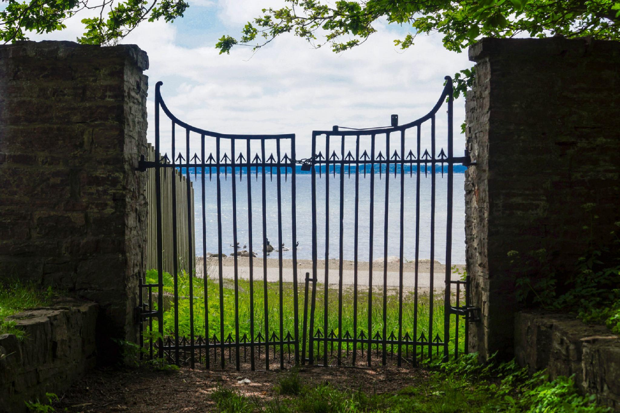 Gate to the sea by Jane.lindbladh