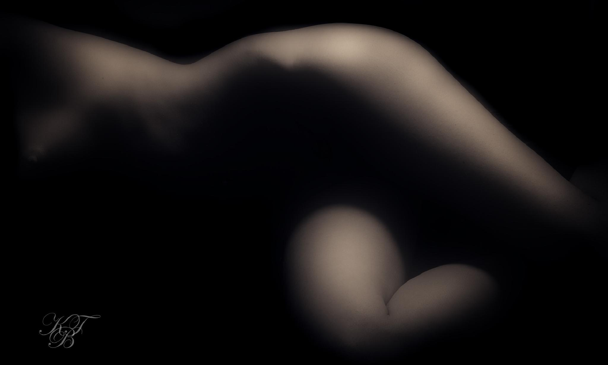Soft shapes in the dark by Pixforce
