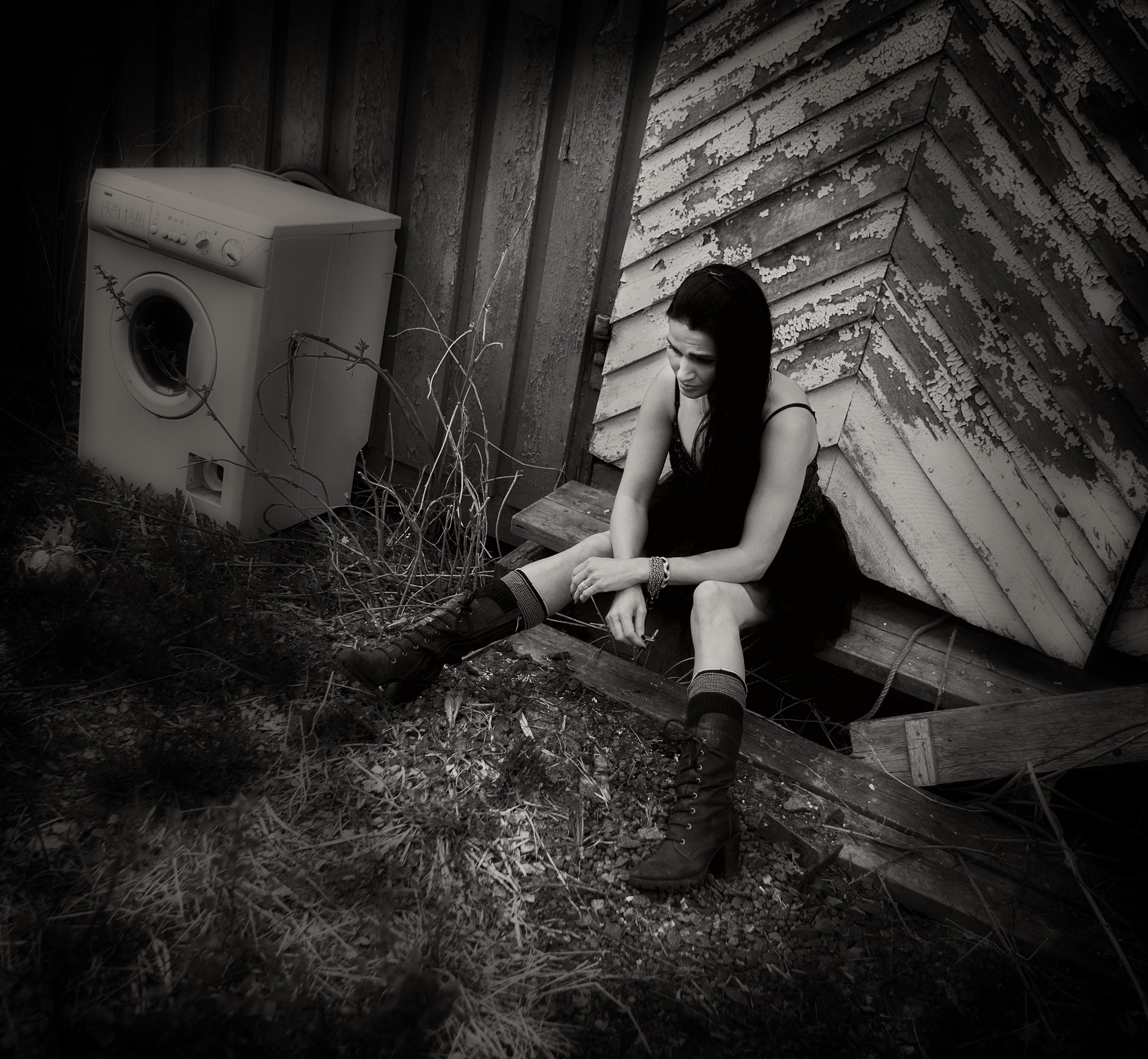 Left behind.... by Pixforce