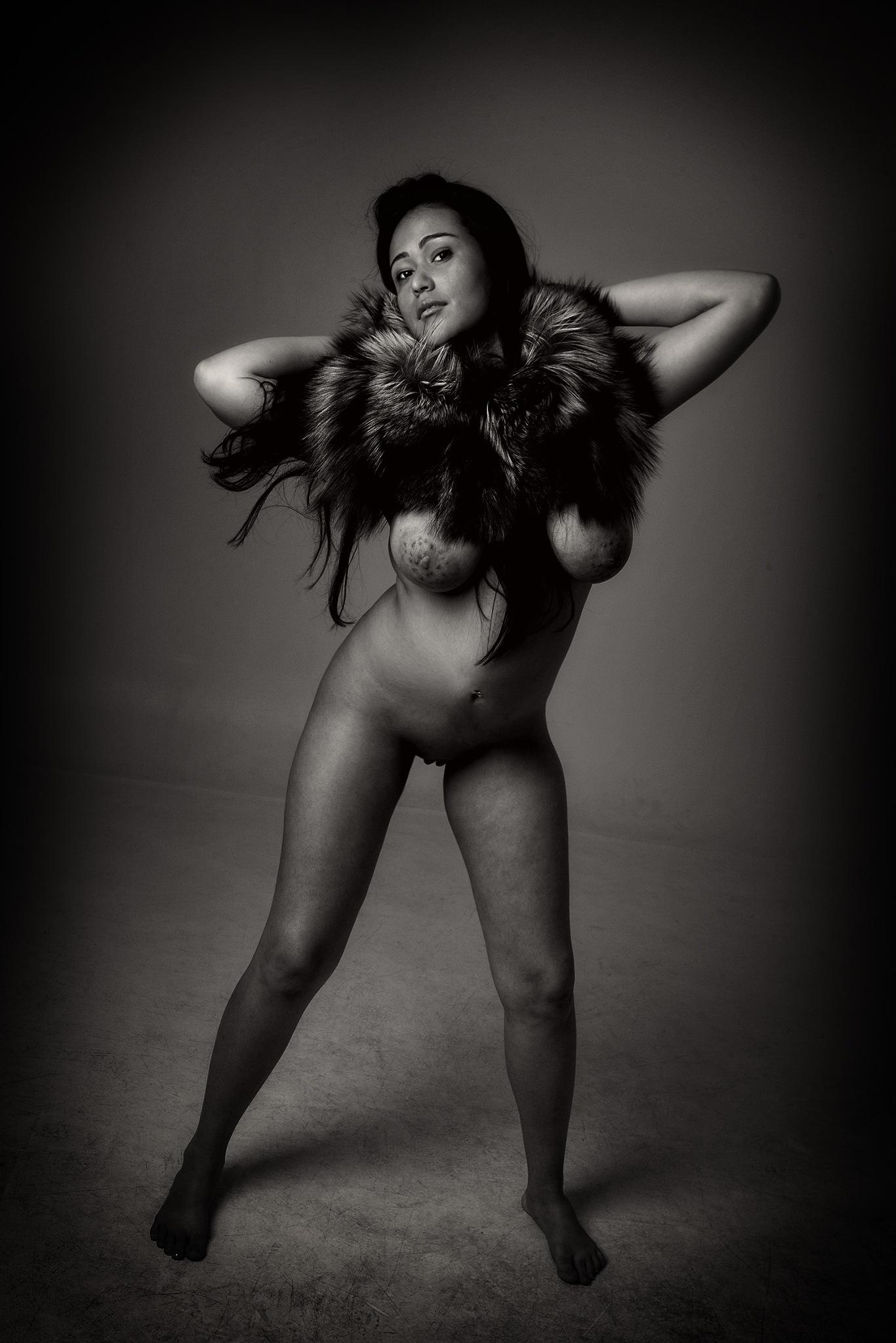 Nude in fur by Pixforce