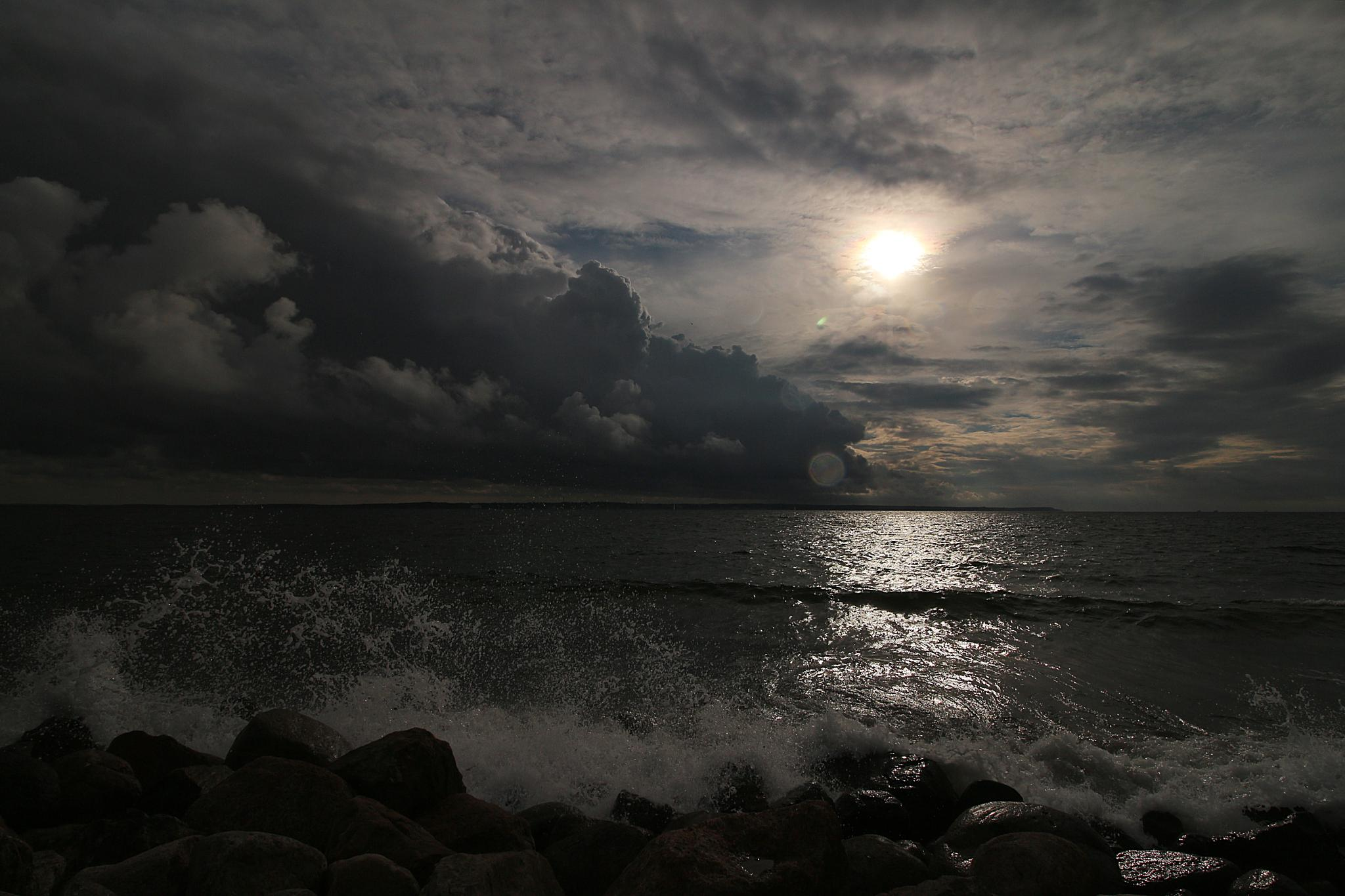Öresund Sun And Waves by Freddy Olsson