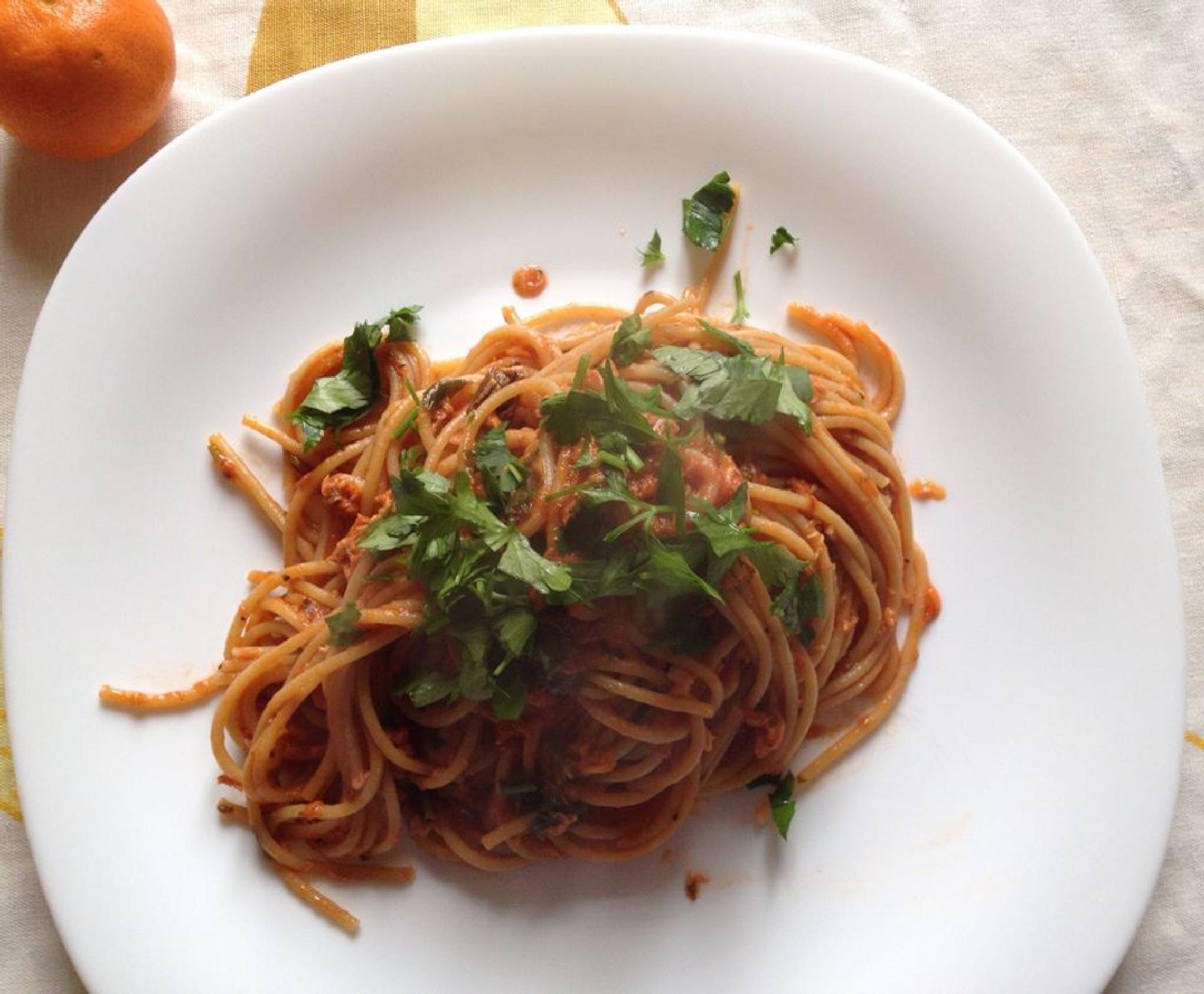 Spaghetti tuna sauce, Rome. by grossiroma
