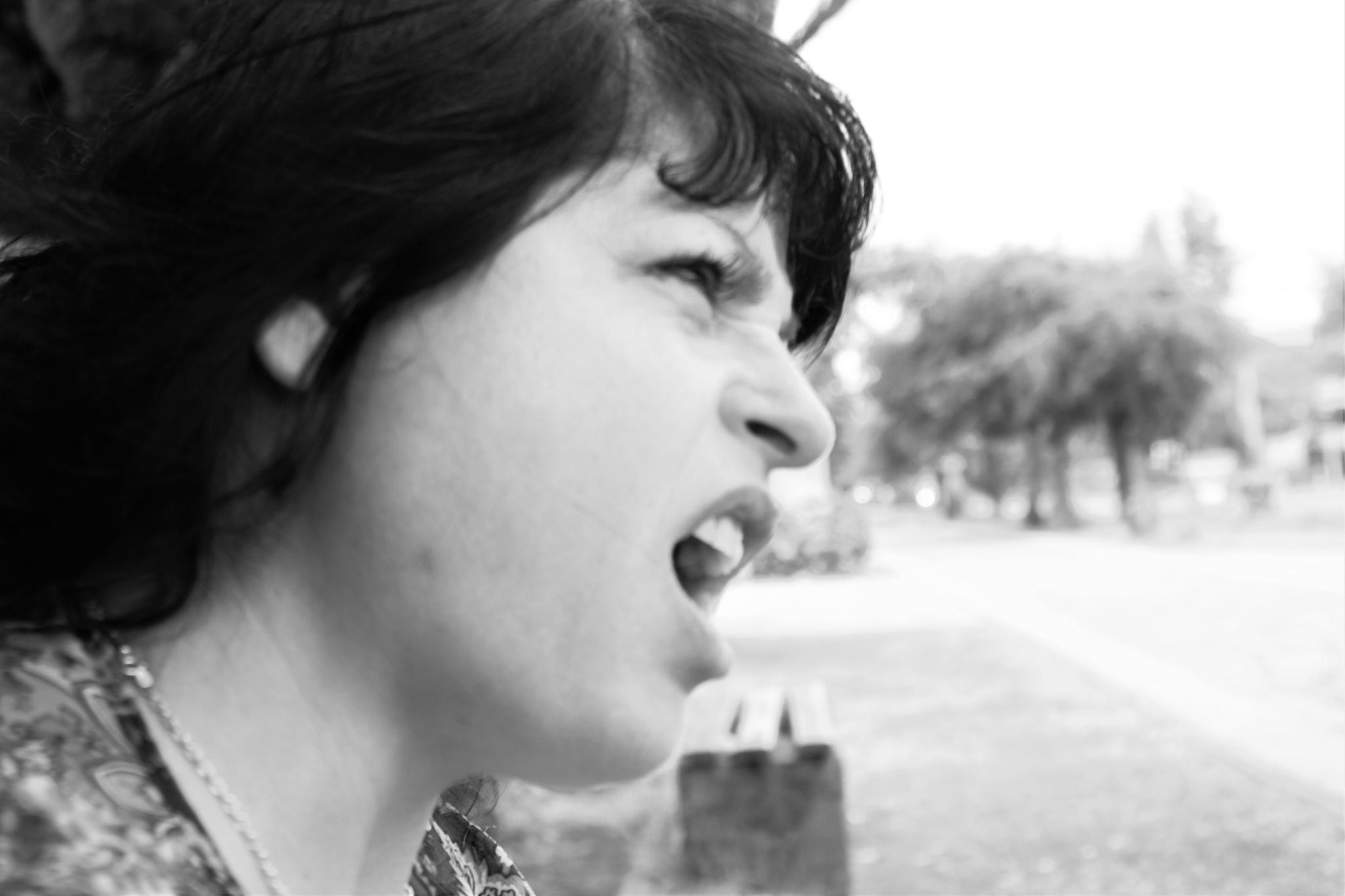 Mujer en Blanco Y Negro  by nataliavaldiviag