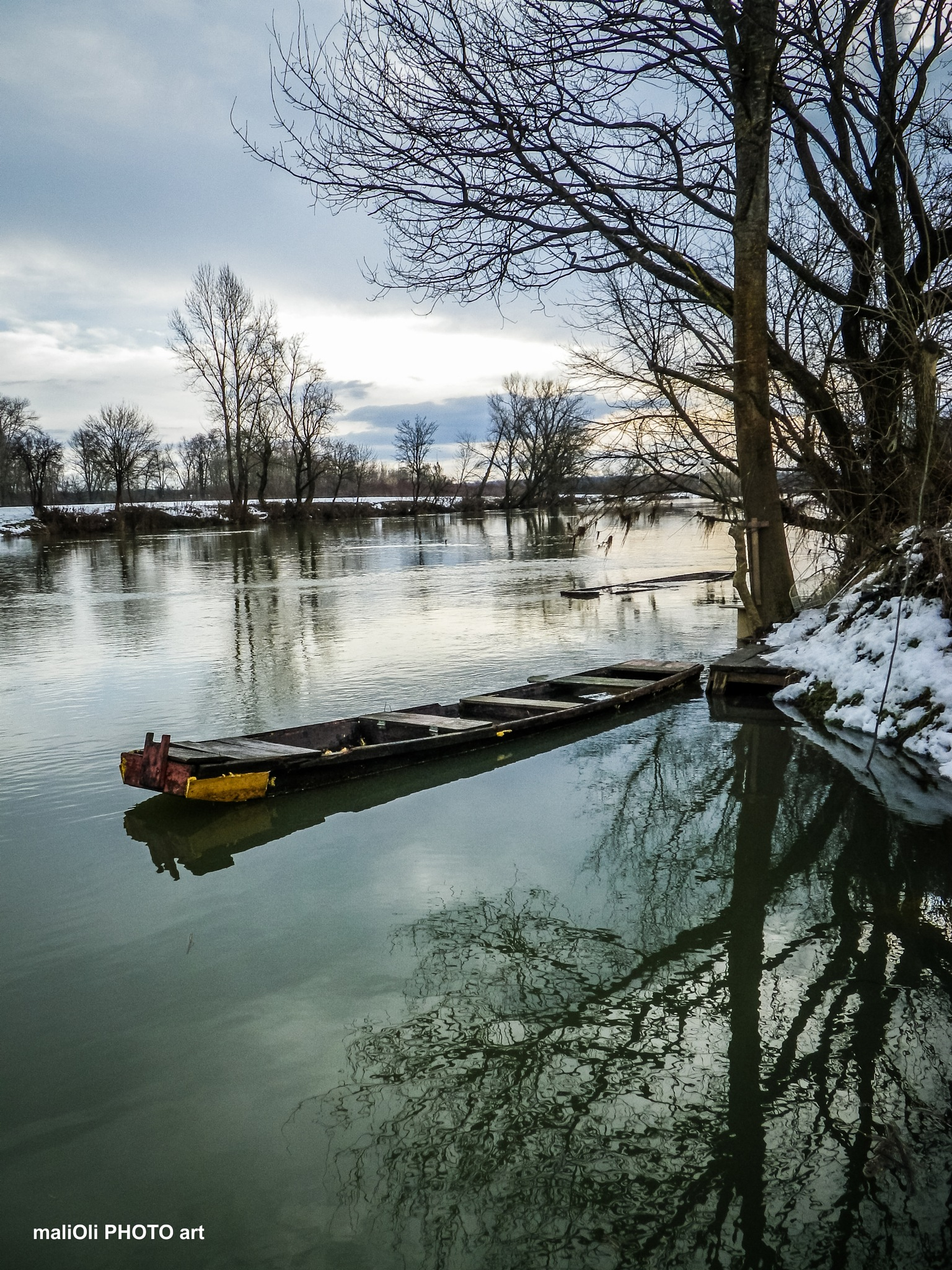 Boat on high water by oliversvob