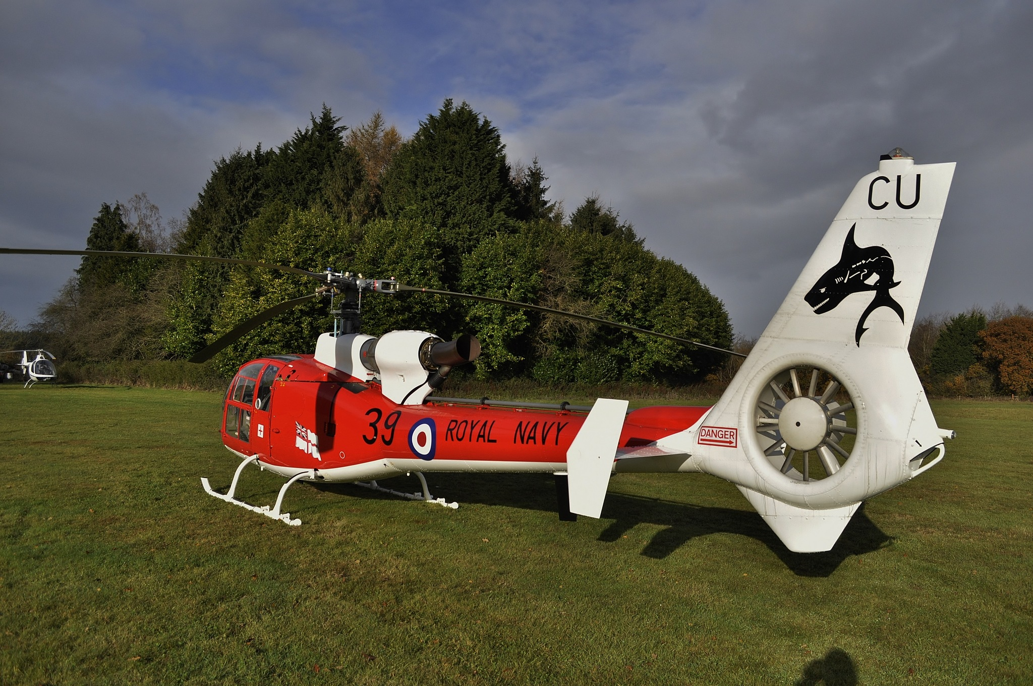 Ex Shark display helicopter by Simon Hackett