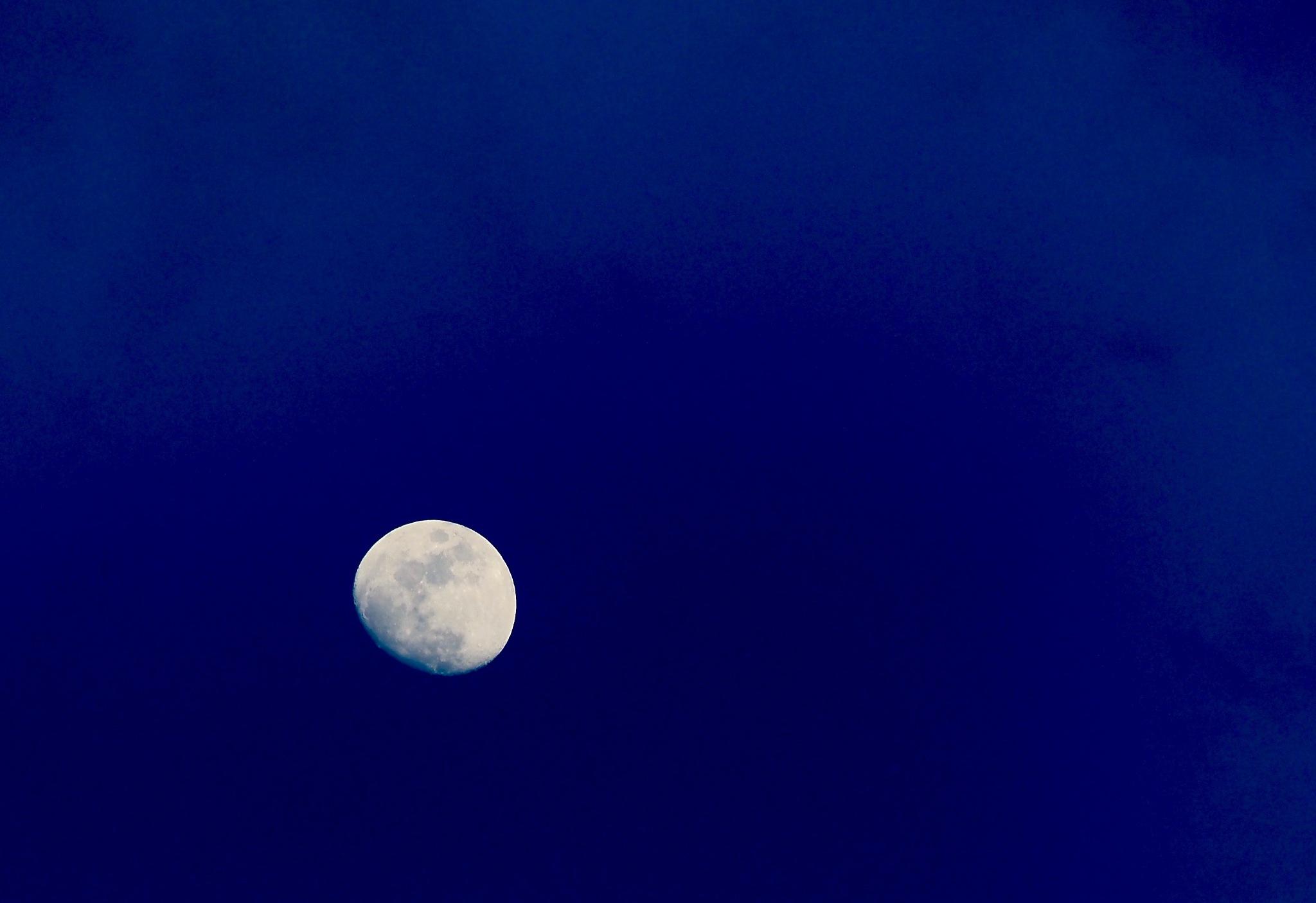 Mond by heinzbanger