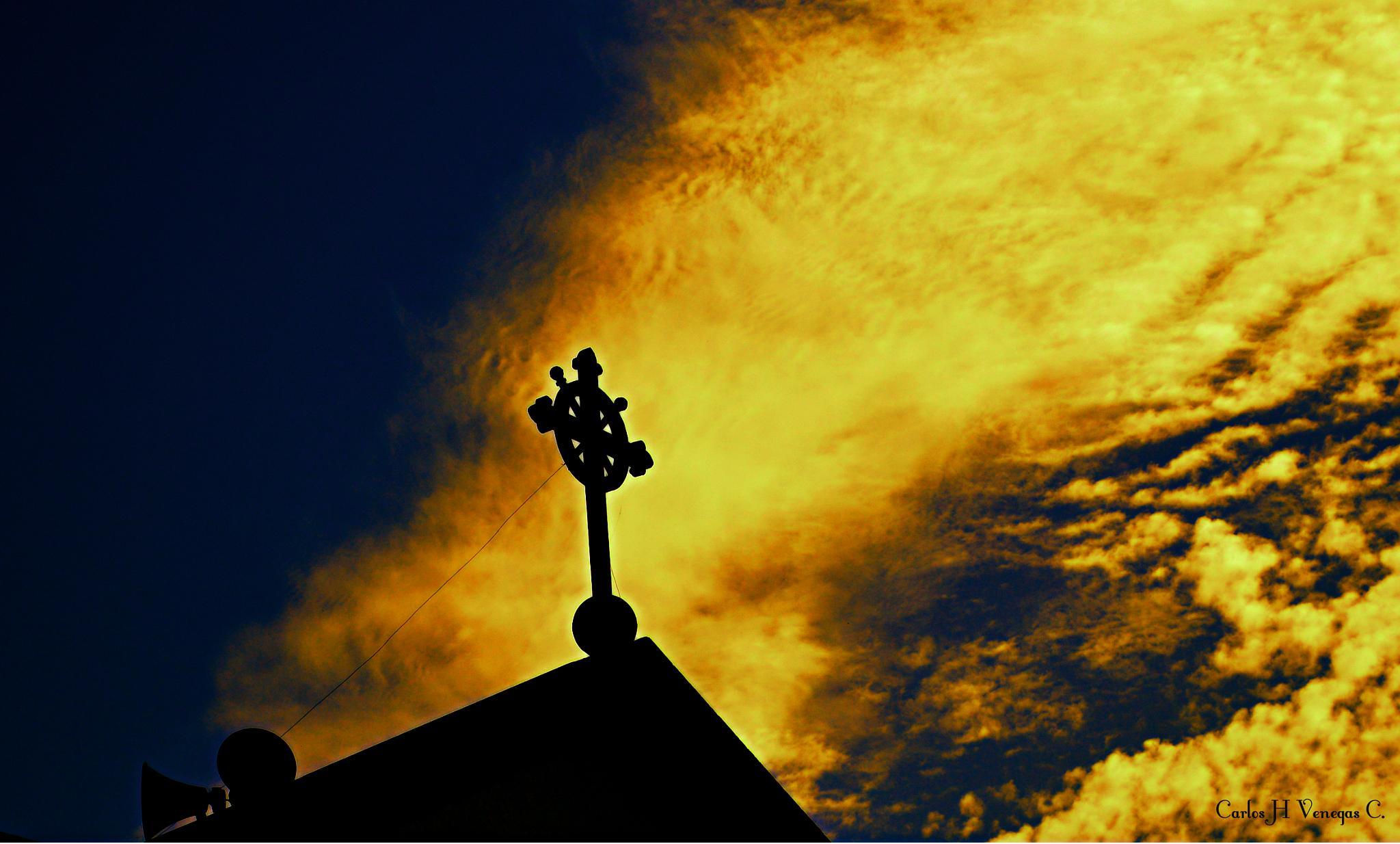 False sky by CarlosVenegas.
