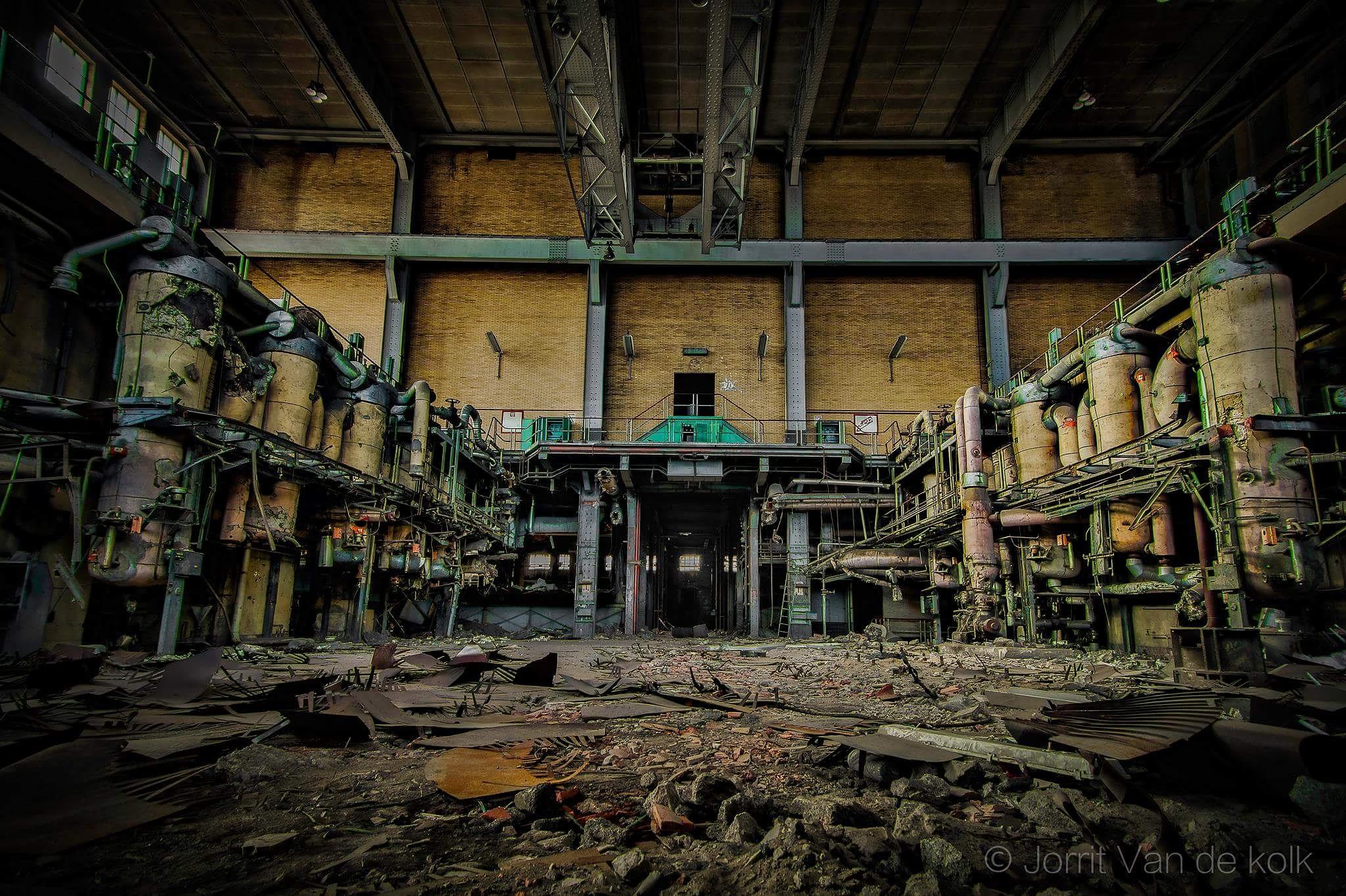 abandoned steel factory by Jorrit van de kolk