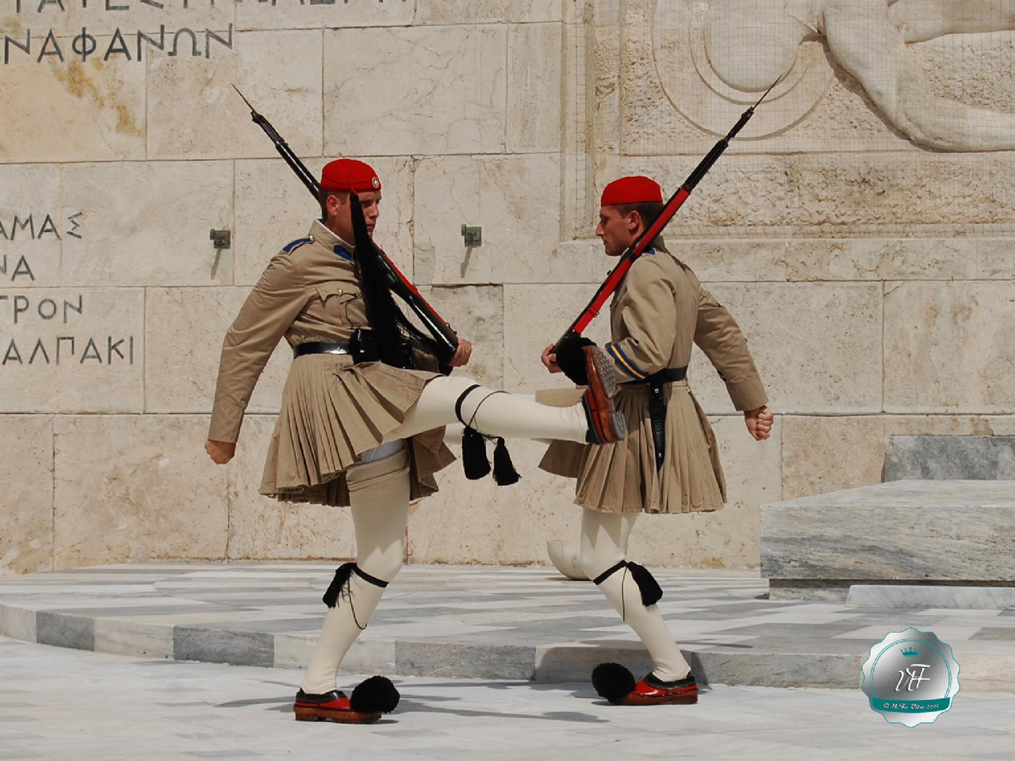 Atene - Cambio della guardia 1 by Umberto Fontana
