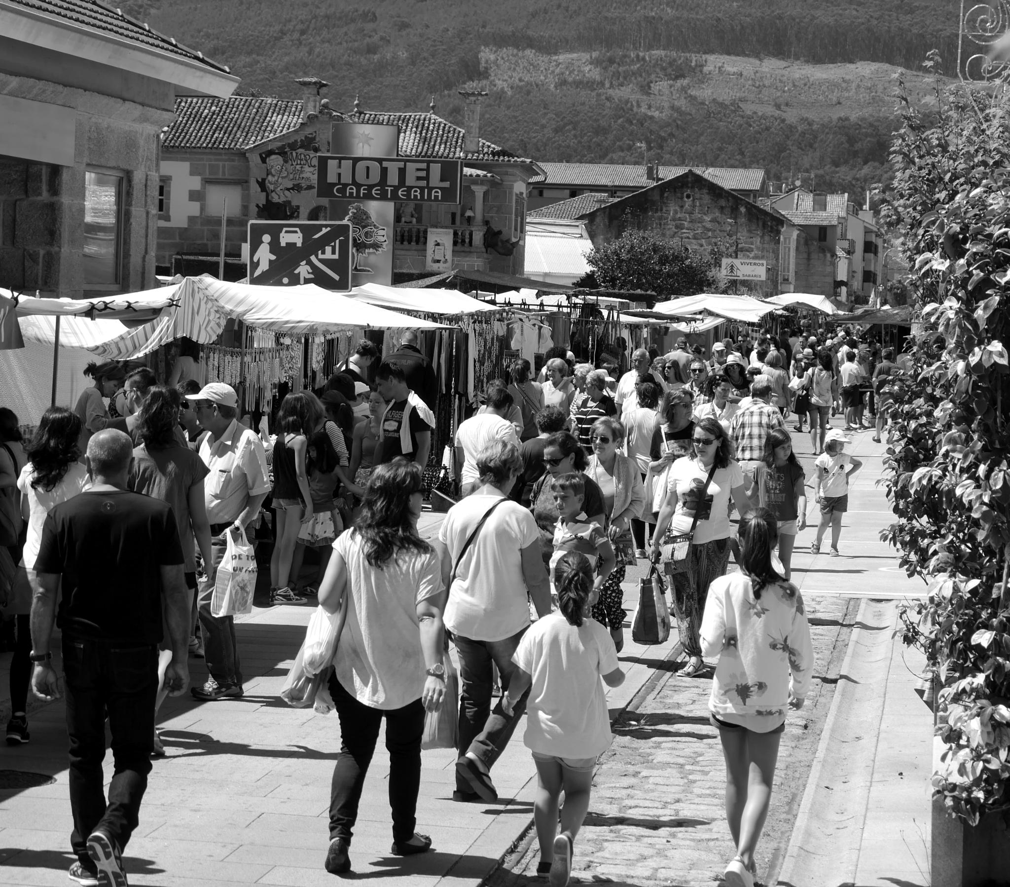 Monday is market day in Sabaris! by Photosniper