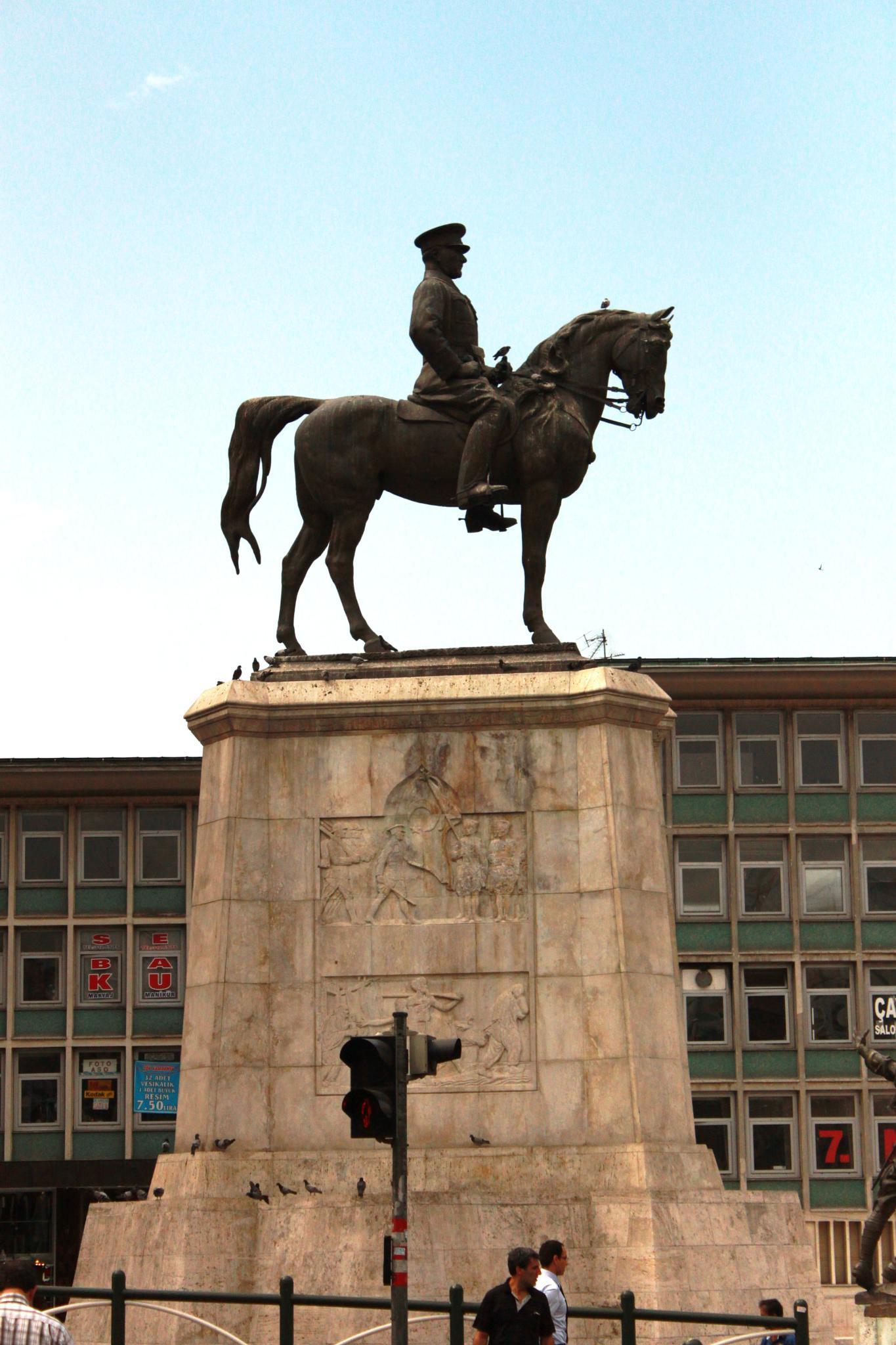 Ataturk statute   by Mahdi Ebrahimi