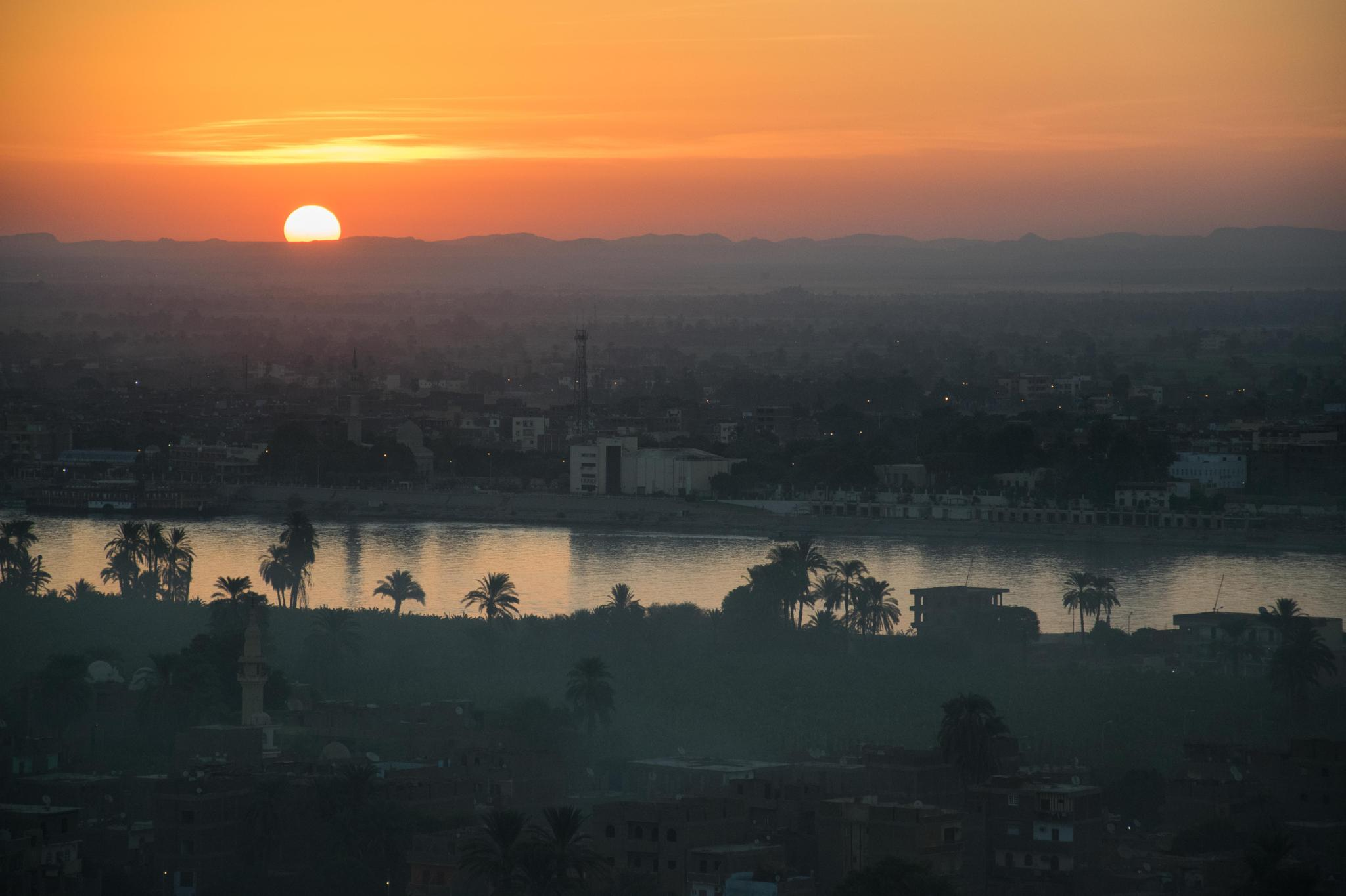 Sunset over the Nile by akryza