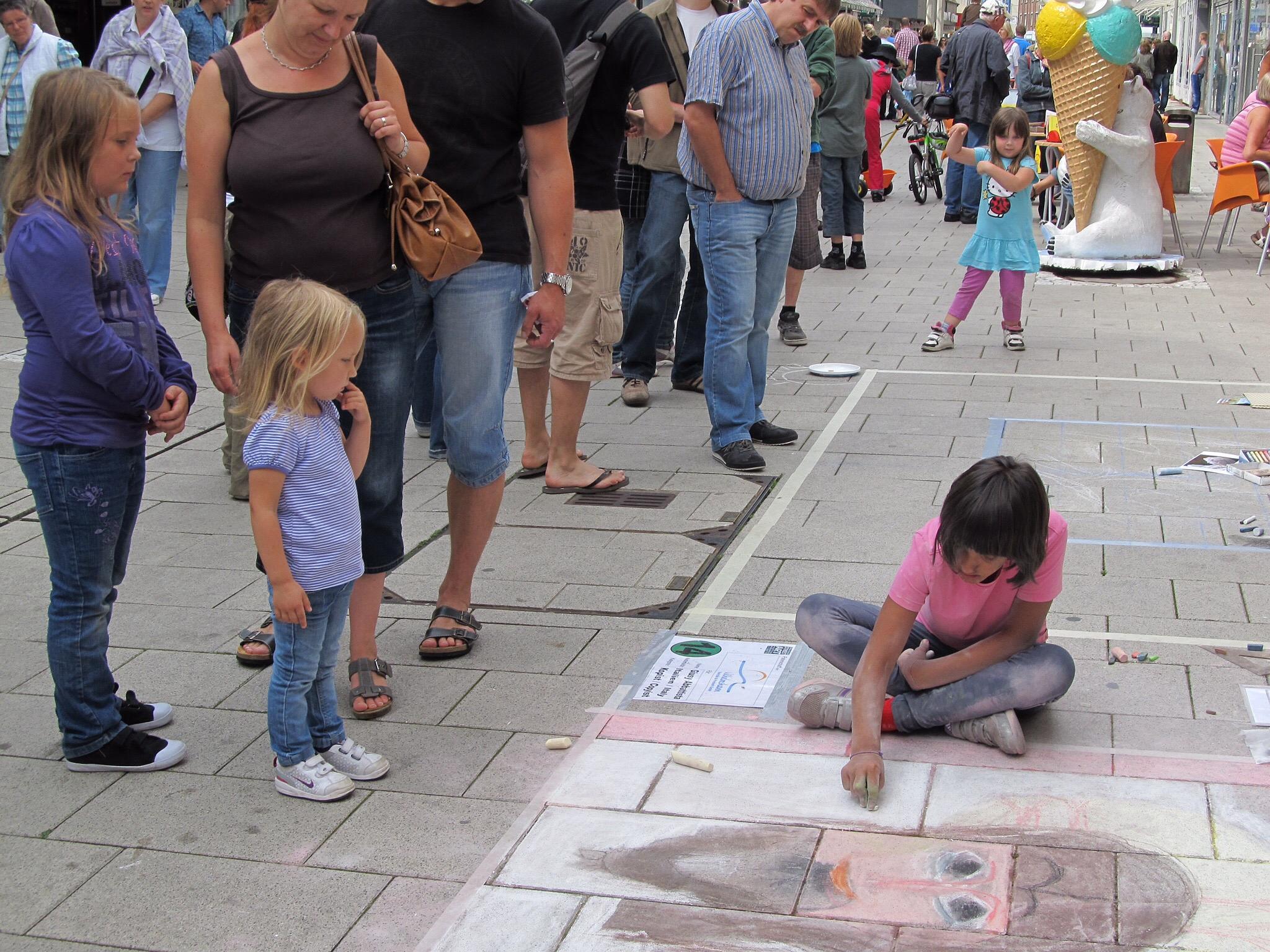Little Street Artist  by Harry Schäfer