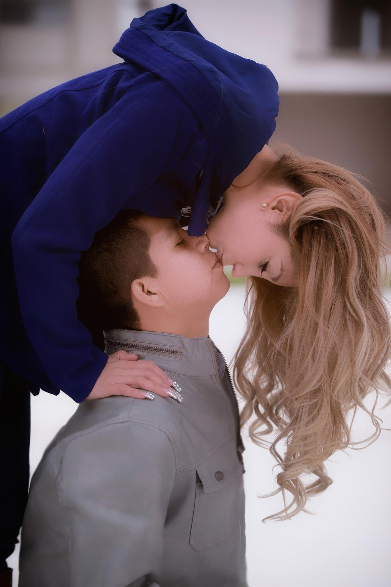 Kiss by Jesús Leal Vallejo