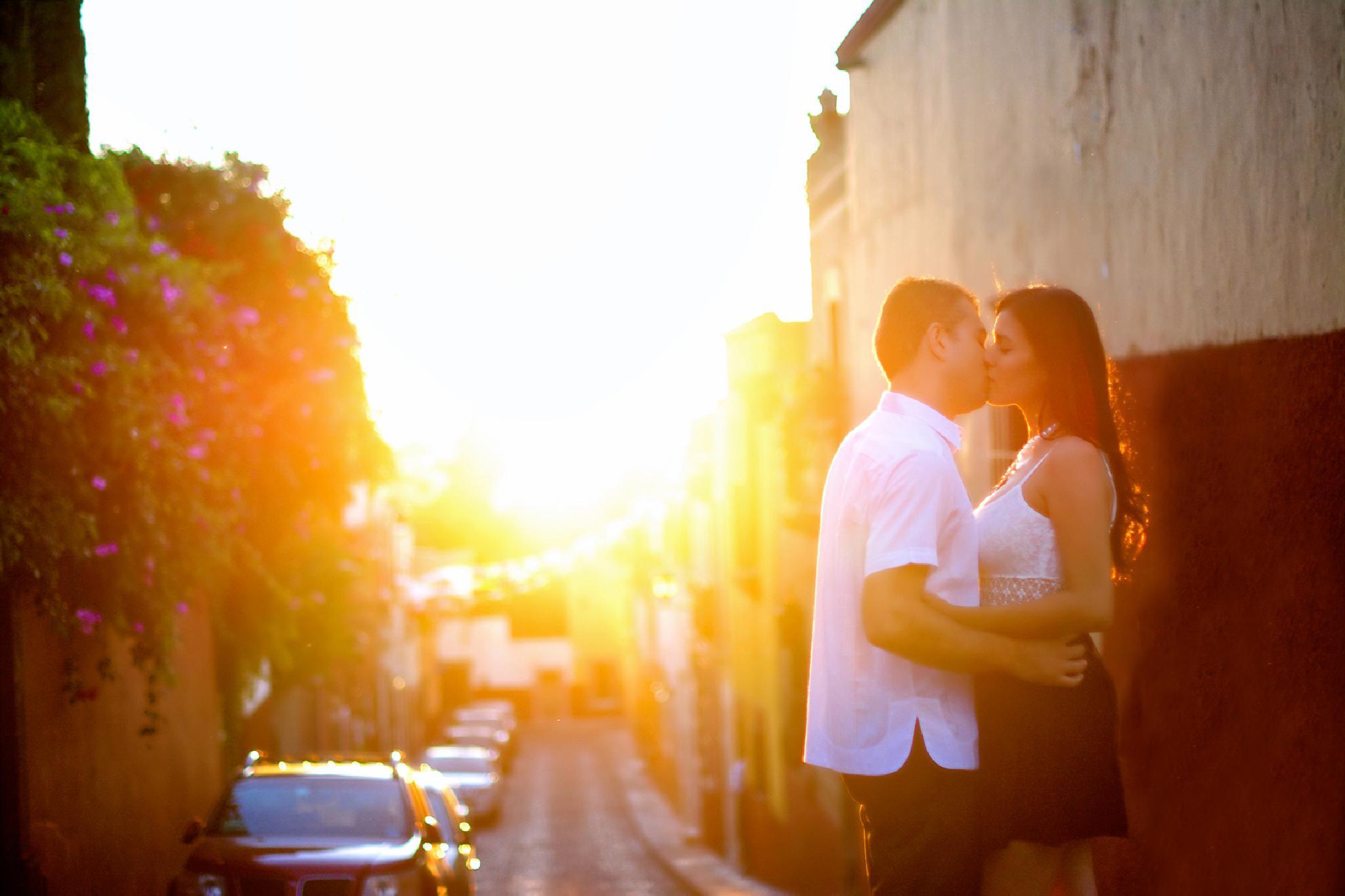 Sunset Kiss by Jesús Leal Vallejo