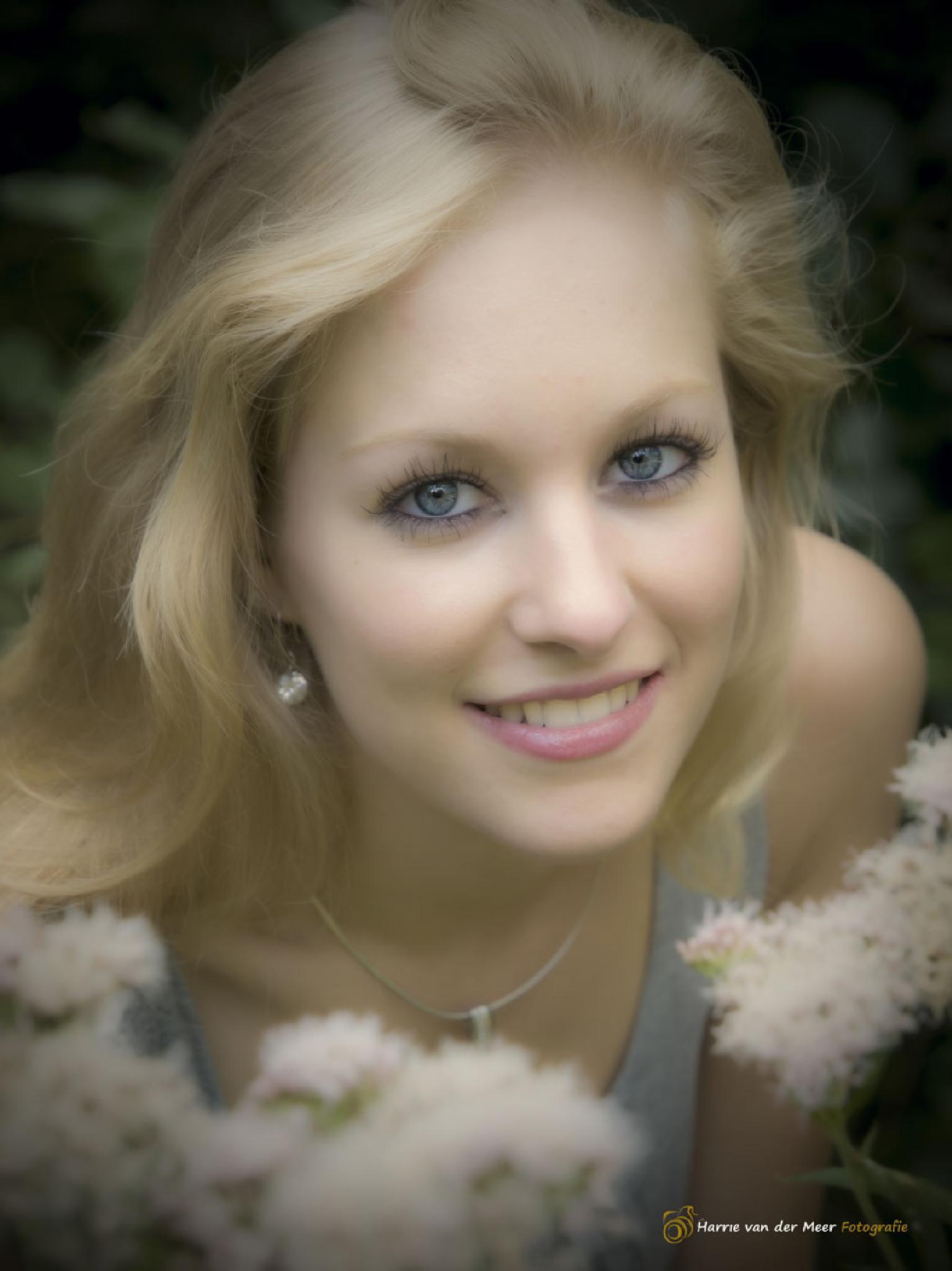 Smiling by Harrie van der Meer Fotografie