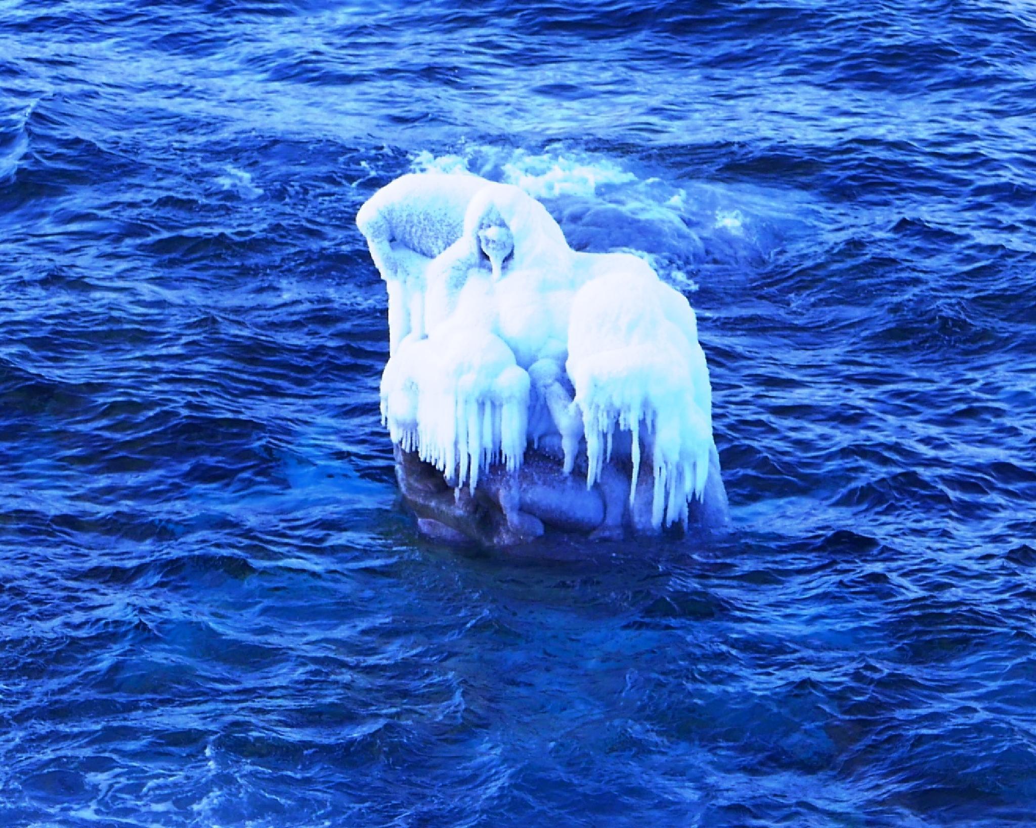 sculpture mother off sea. bye Tom Lynge by Tom Augo Lynge