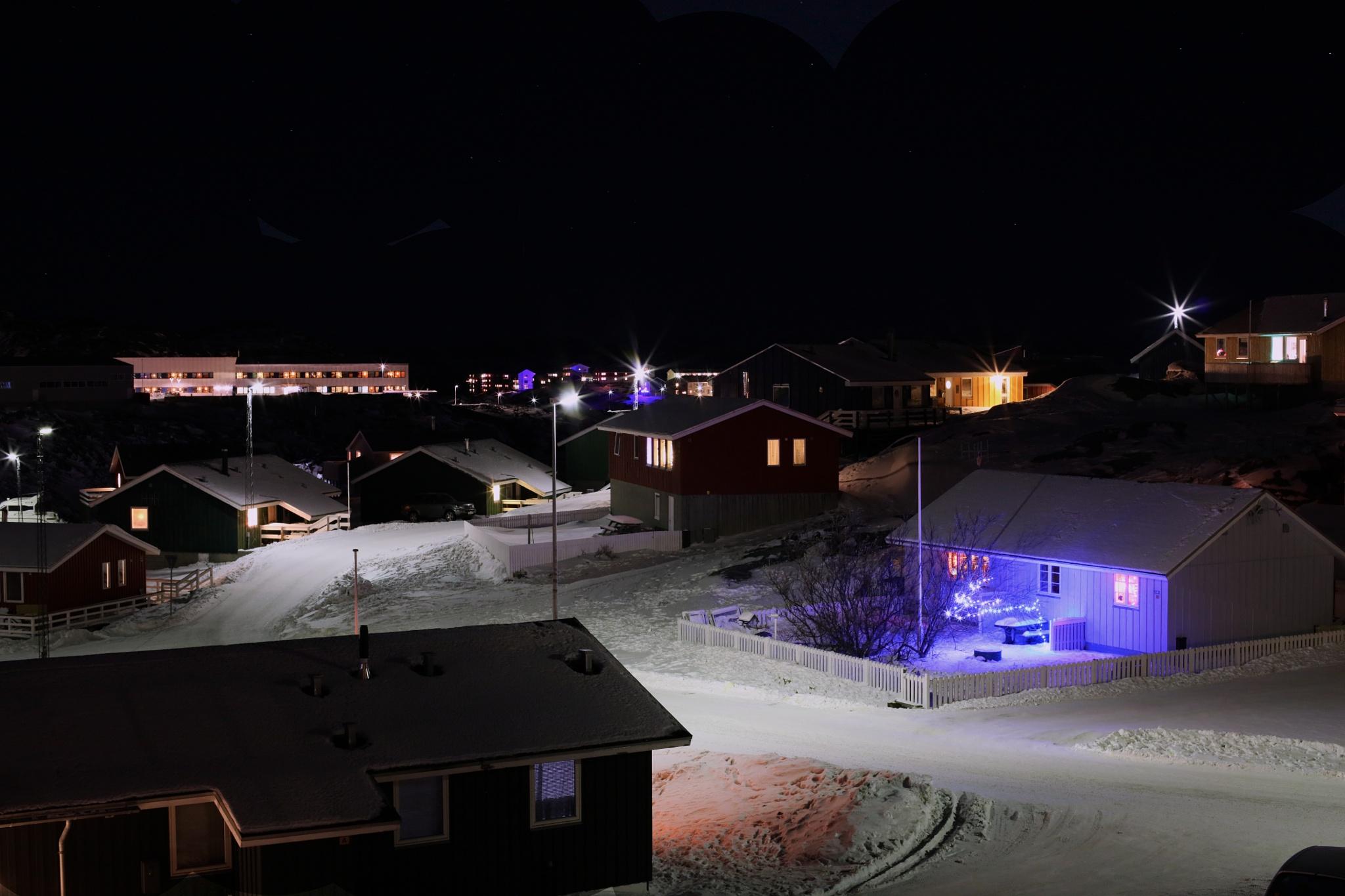 nuuk the daylight is short, 17 dec. by Tom Augo Lynge