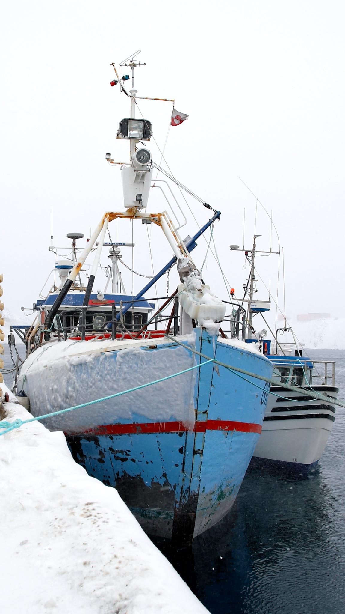 grønlandsk fiskeflåde træ og glasfiber  by Tom Augo Lynge