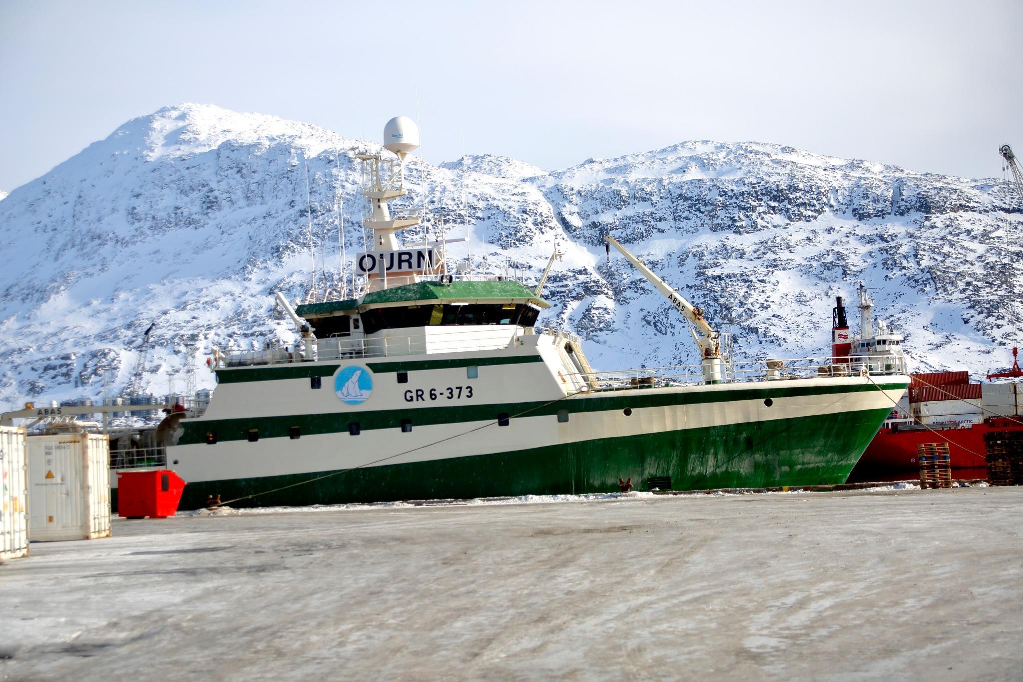 giganterne i fiskerflåden by Tom Augo Lynge