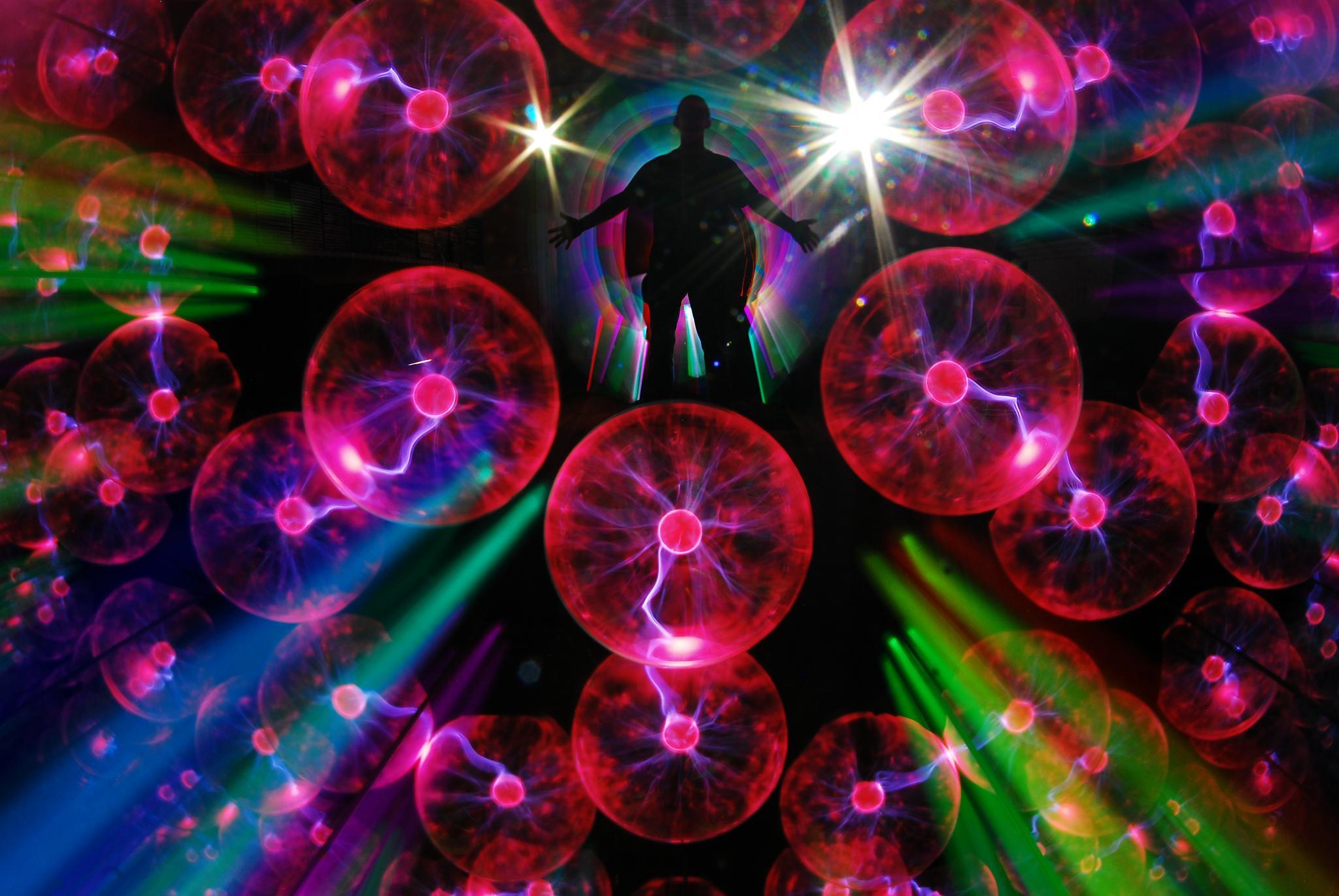 Kaleidoscopic Teleportation by JamesdeLunaLightpainting