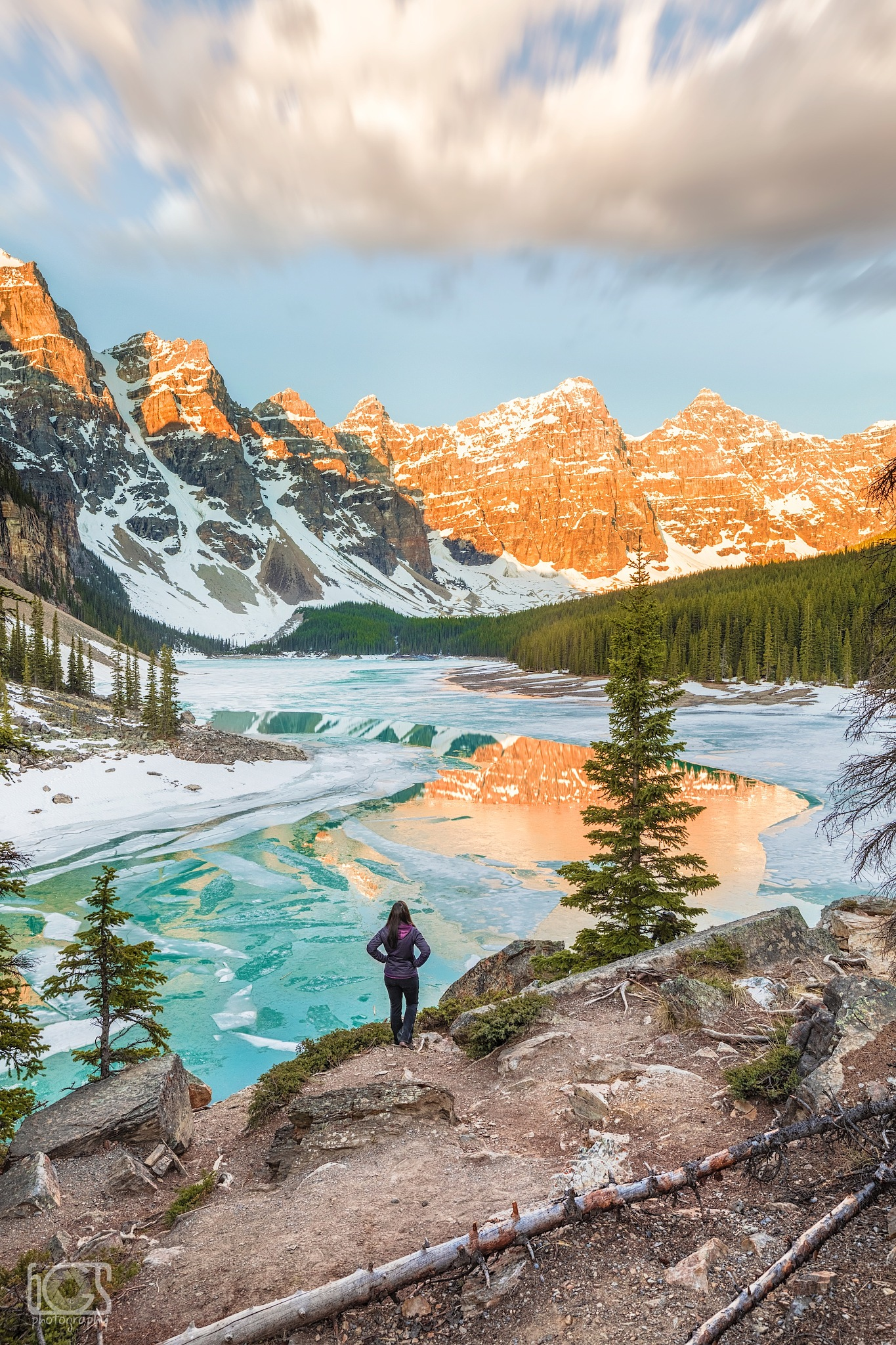 First lights at Moraine Lake, Banff National Park by bgs Photography
