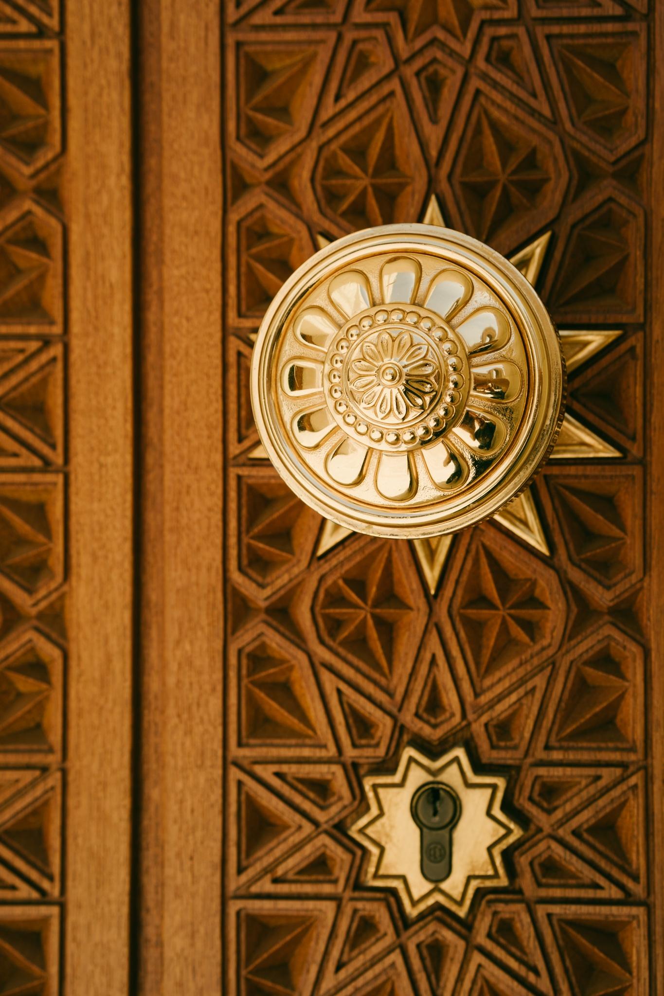 A secret door by janpw