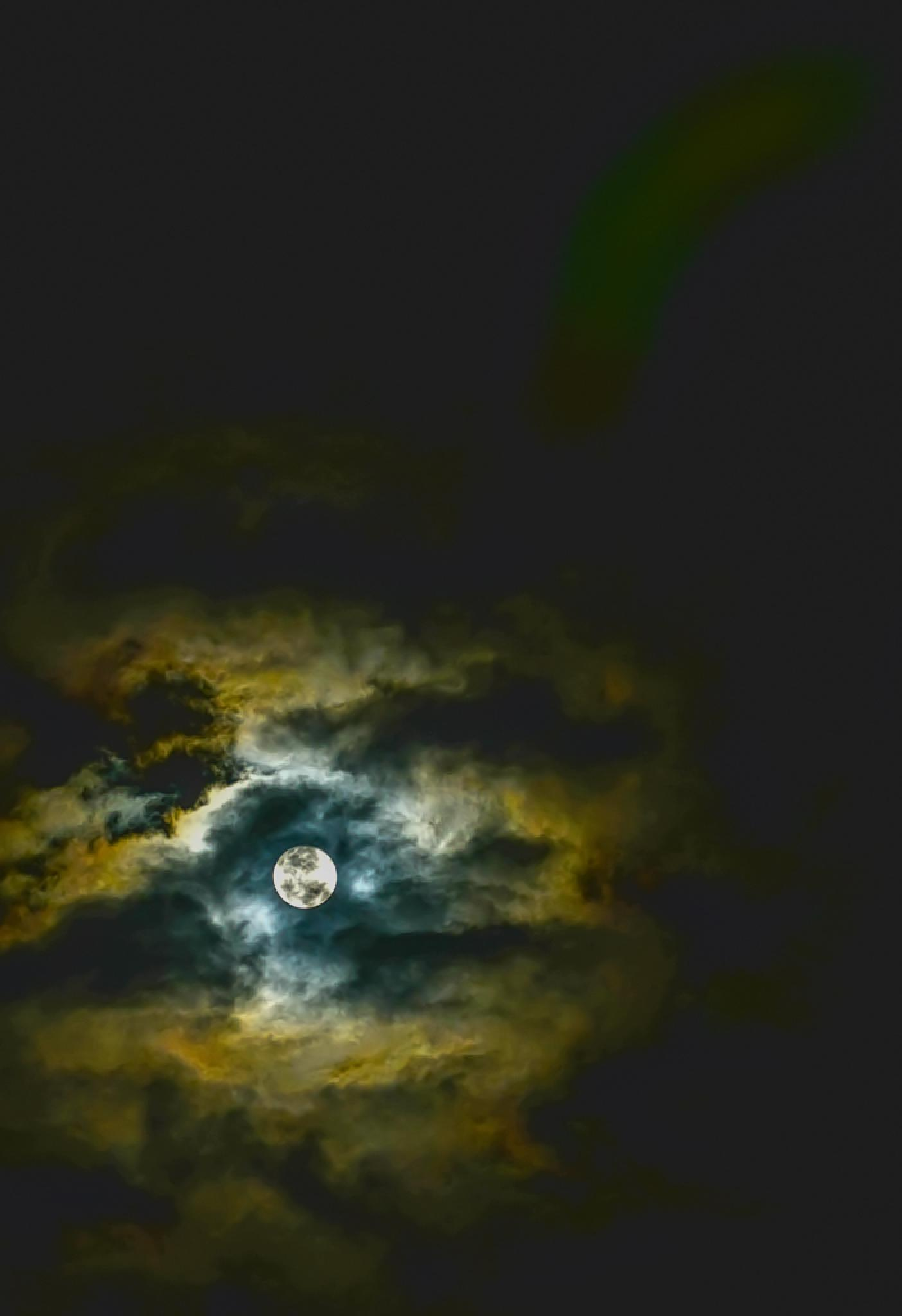 Amidst the clouds   ..... the full moon by desire.lilyman