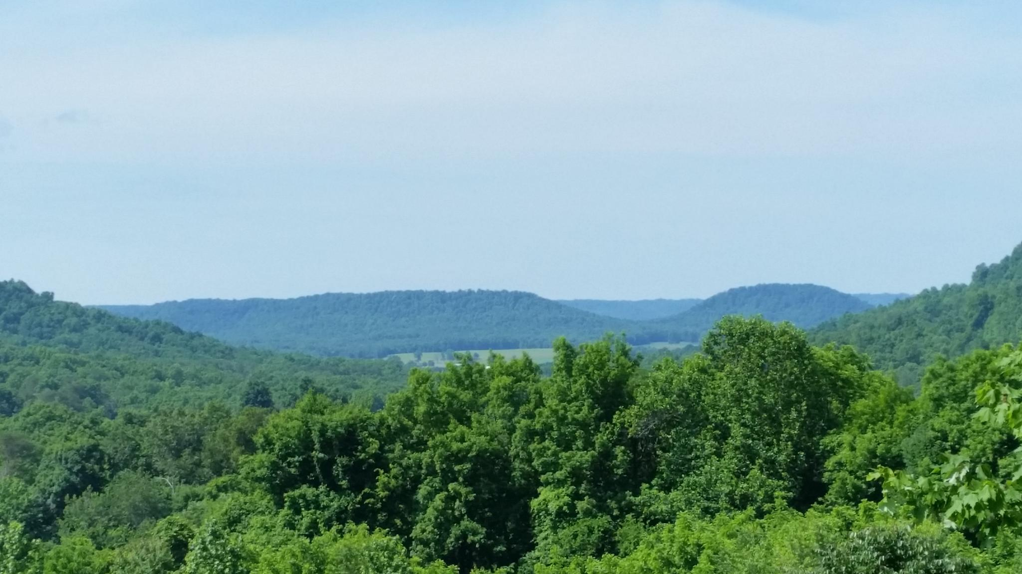 Mountain View of Campbellsville, Kentucky by Quentin den Braber