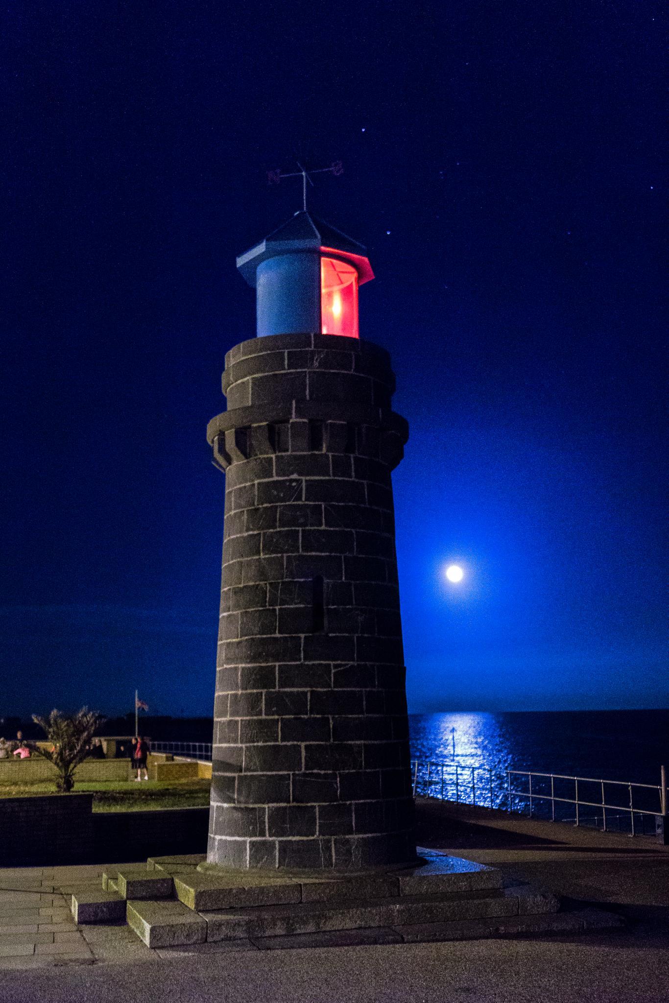 Lighthouse at Teignmouth by messedupmojo