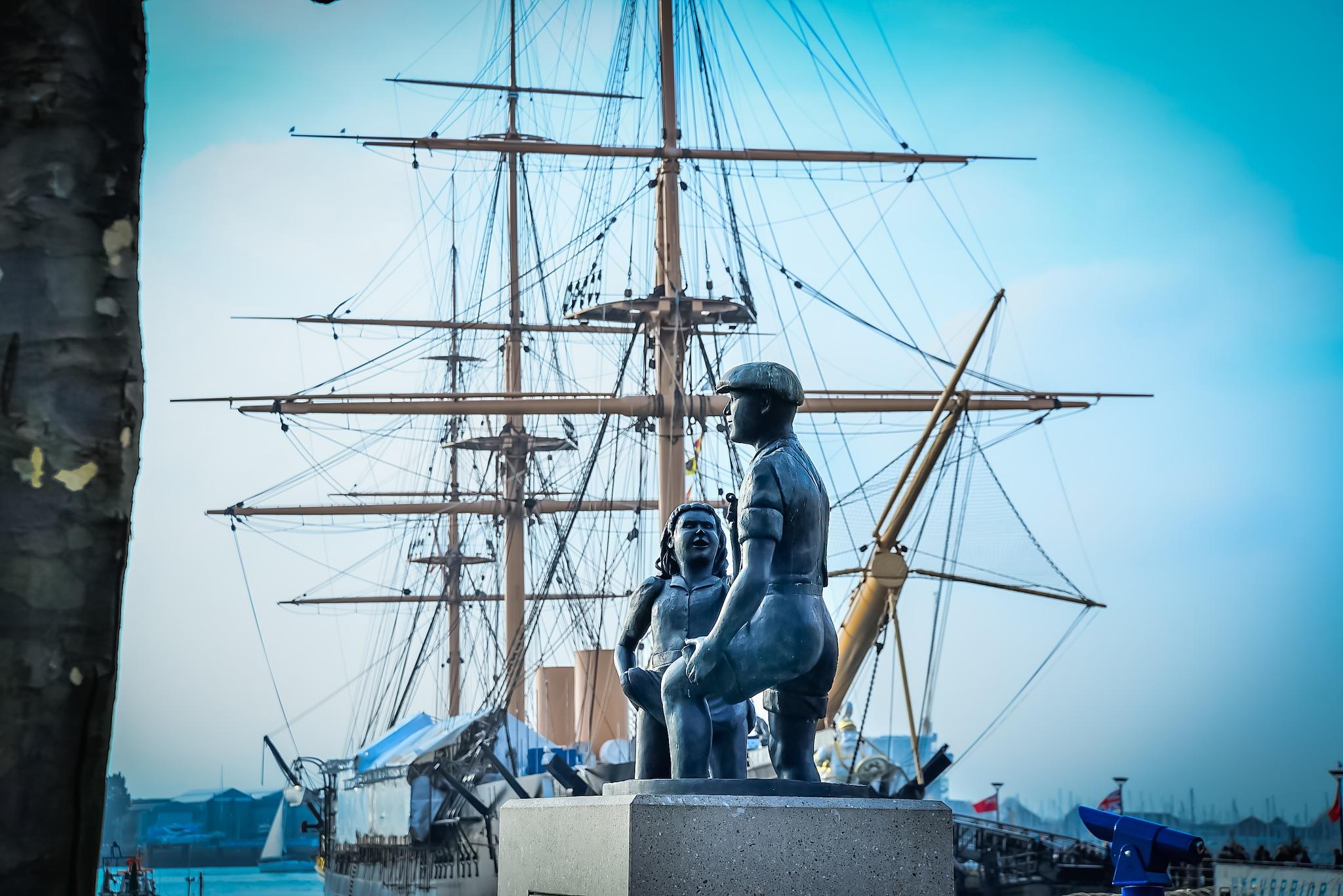 Portsmouth by Mihai Sirb