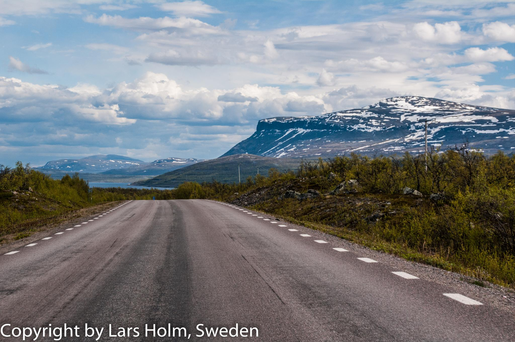 The E10 road to Kiruna from Abisko by LarsHolm