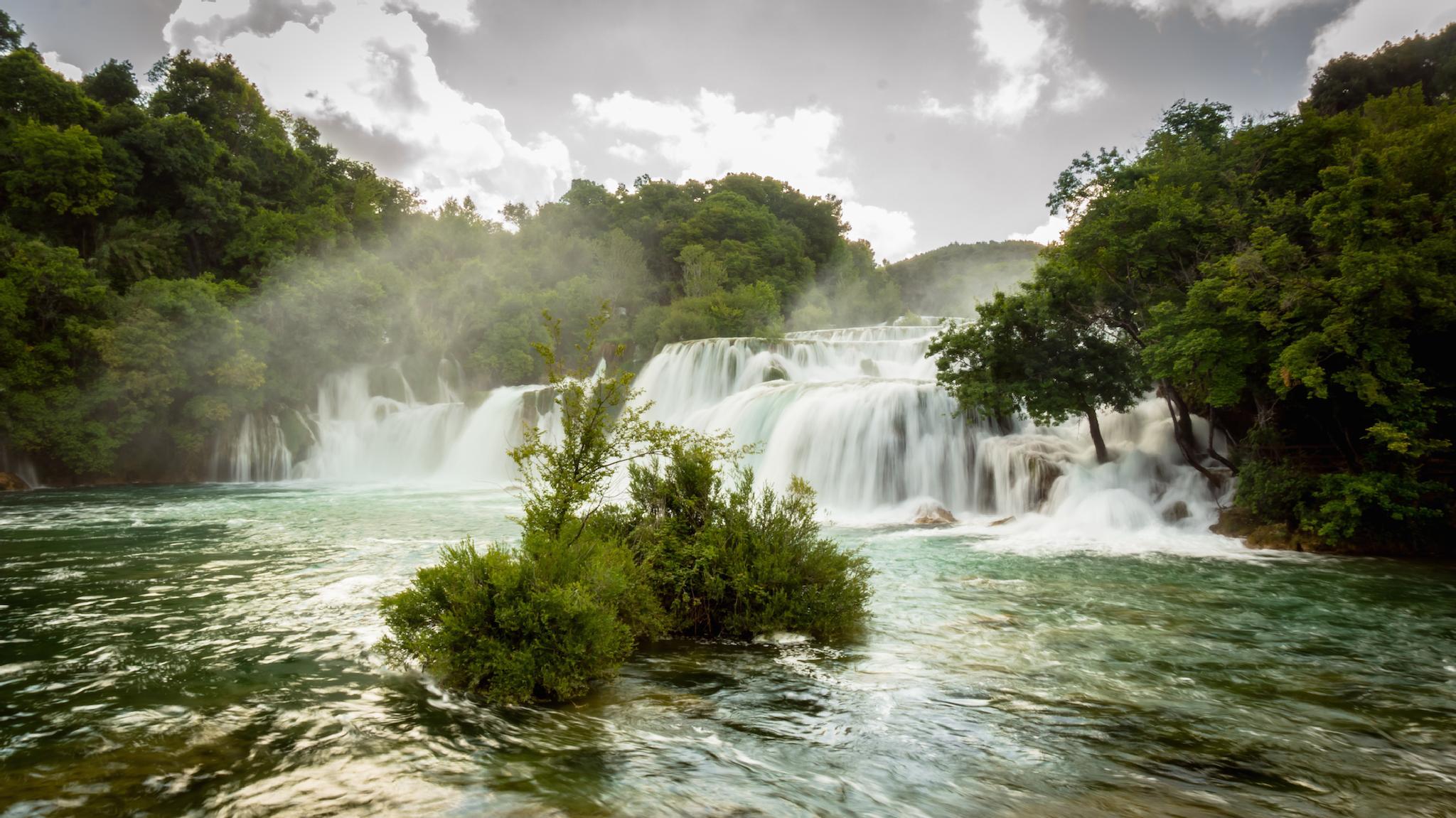 Waterfall 2 by Steve Garratt