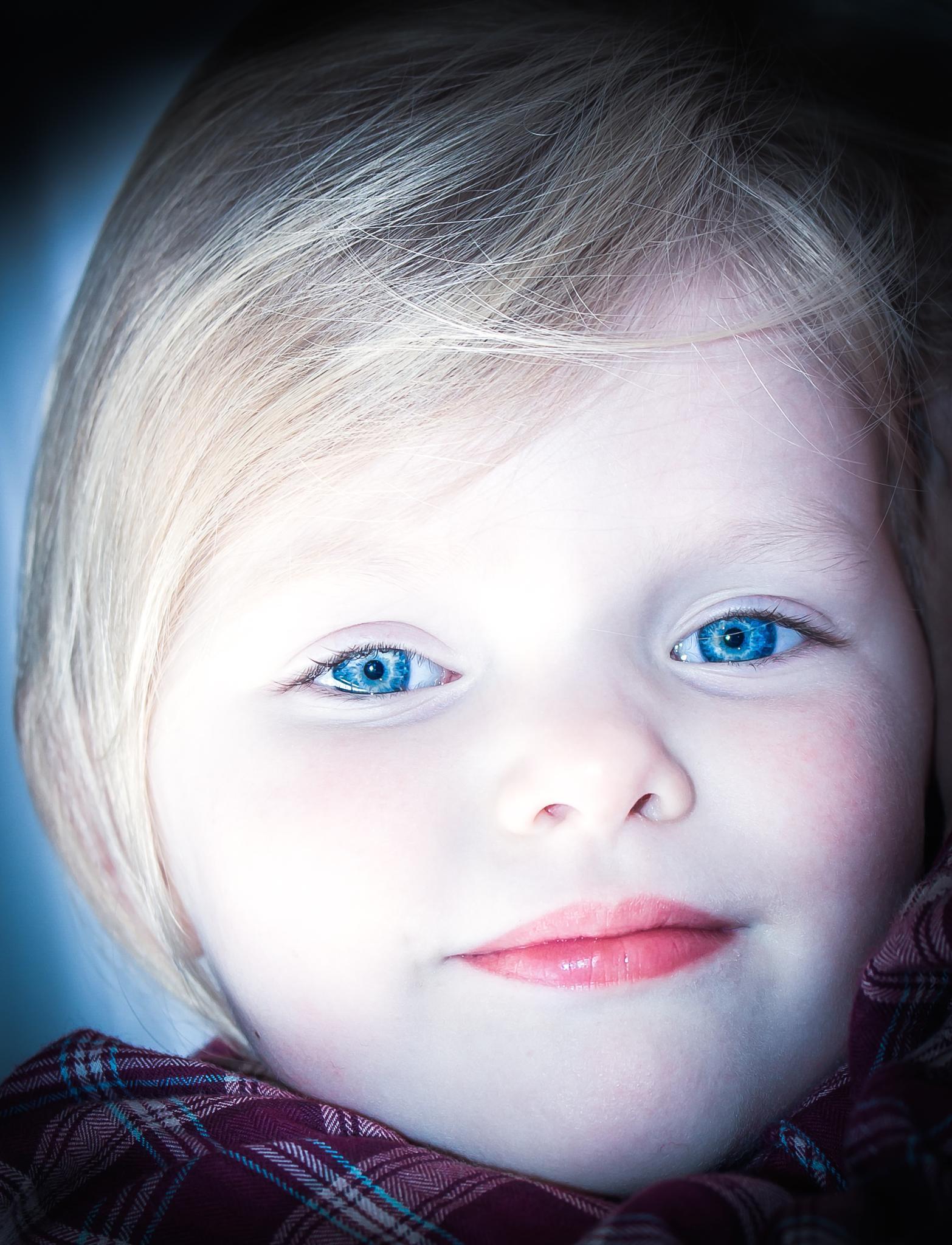 blue eyes by eam19