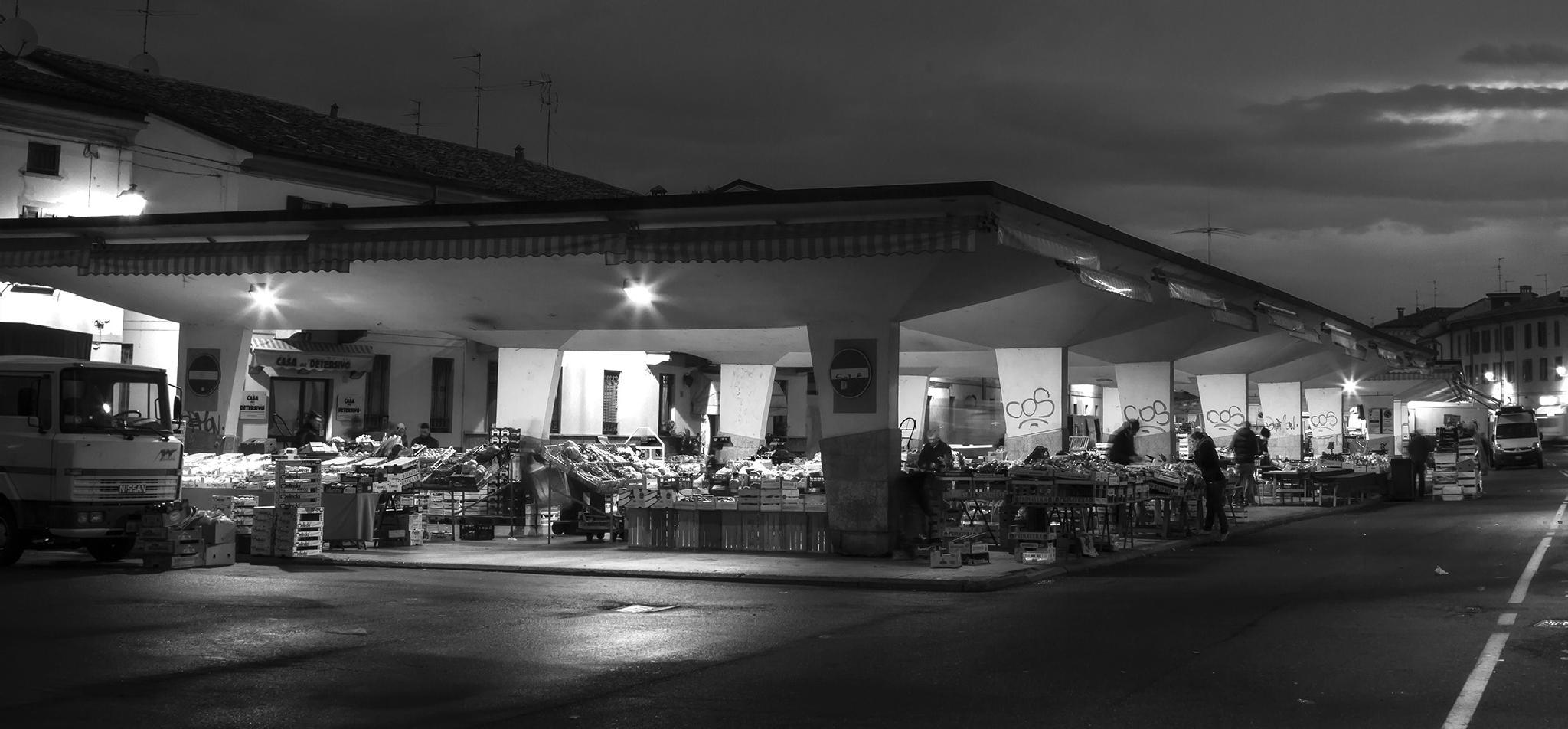 Public market in Crema by gabrielefabrizios