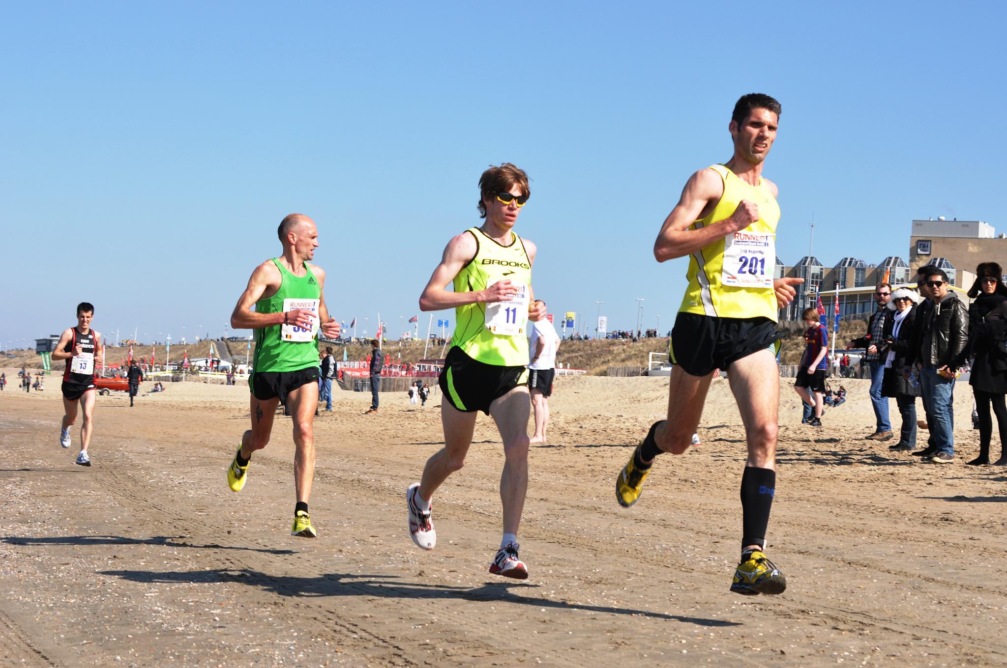 Flying runners by Jeroen van der Mije