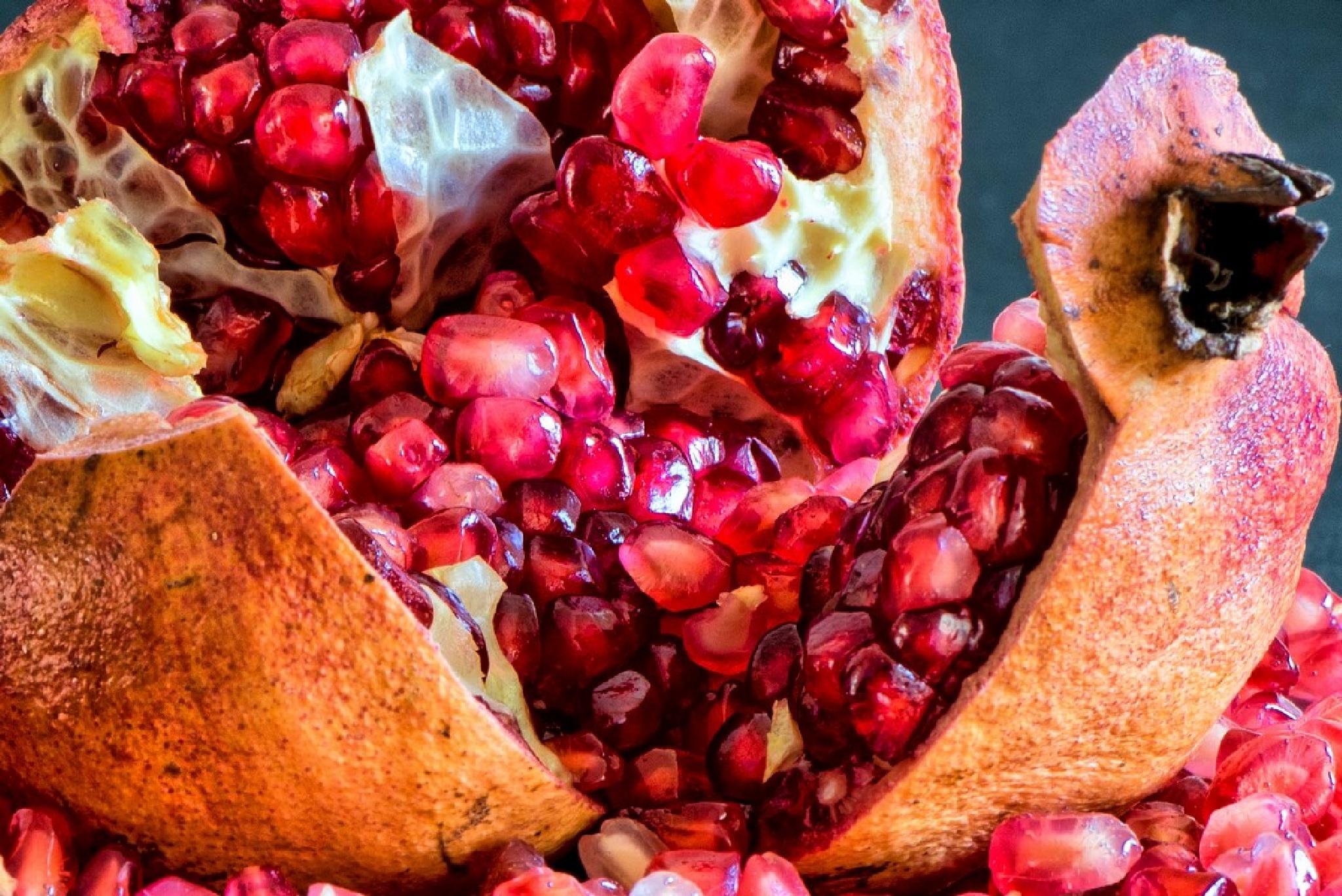 pomegranate by dariosperone