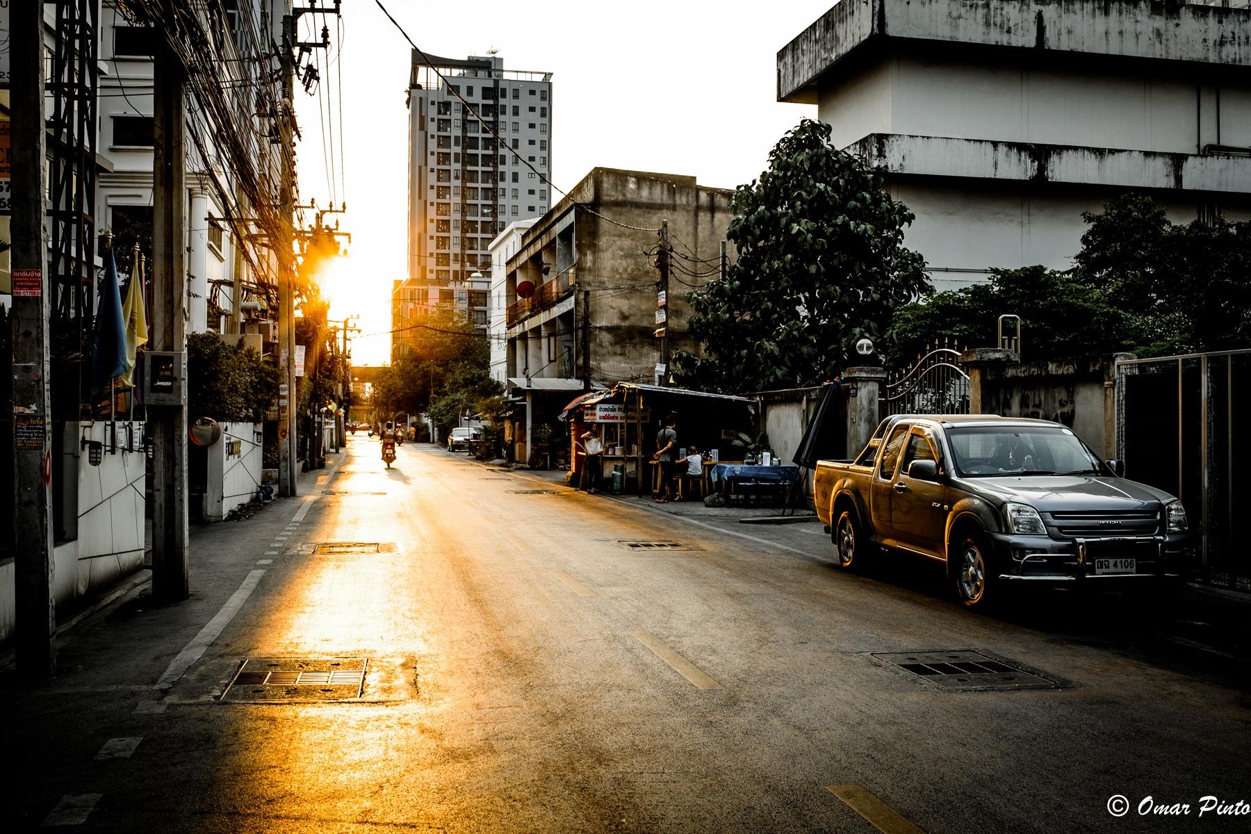 Bangkok backstreet by Omar Pinto Diaz