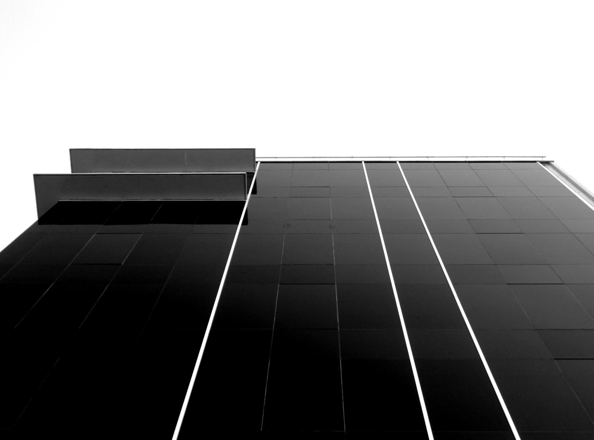 BUILDING  BLACK AND WHITE by cantelegraciela