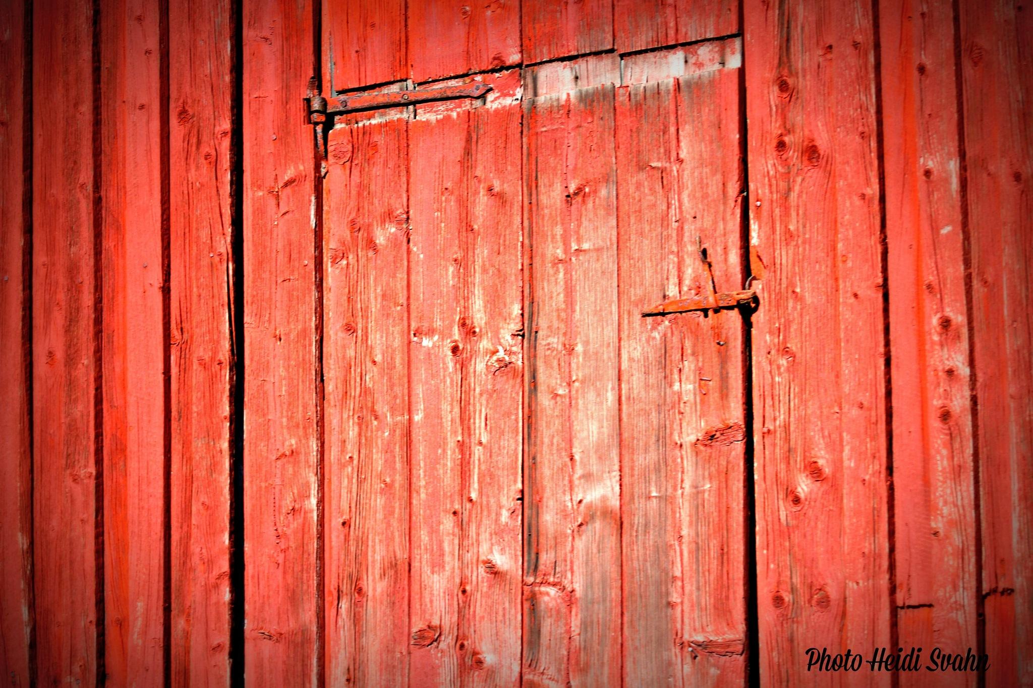 Barn door. by heidi.svahn1