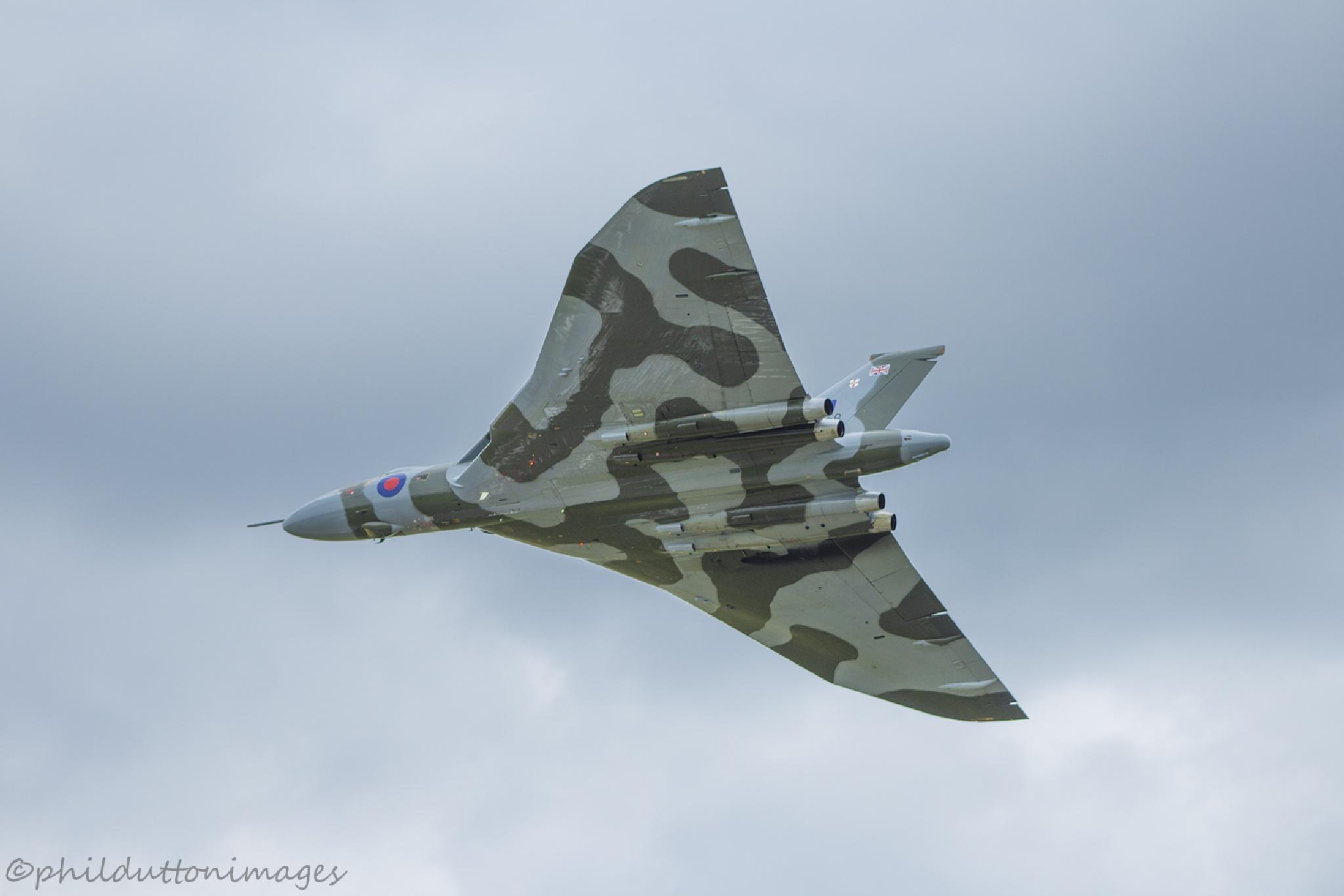 Vulcan Bomber by philldutton