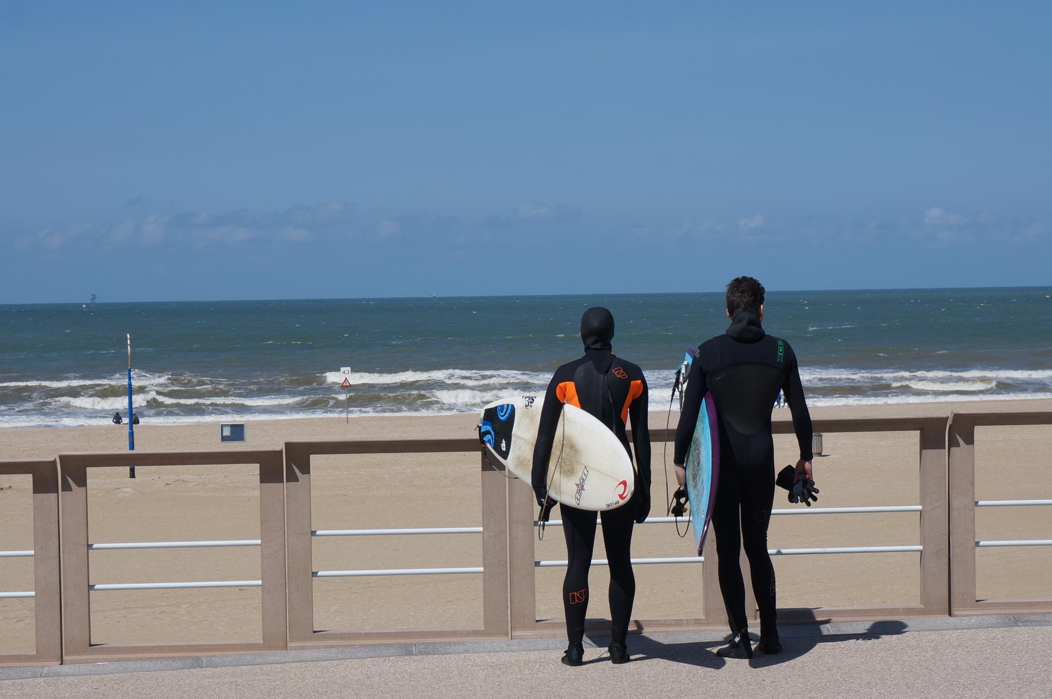 Surfers by MichaelGentis