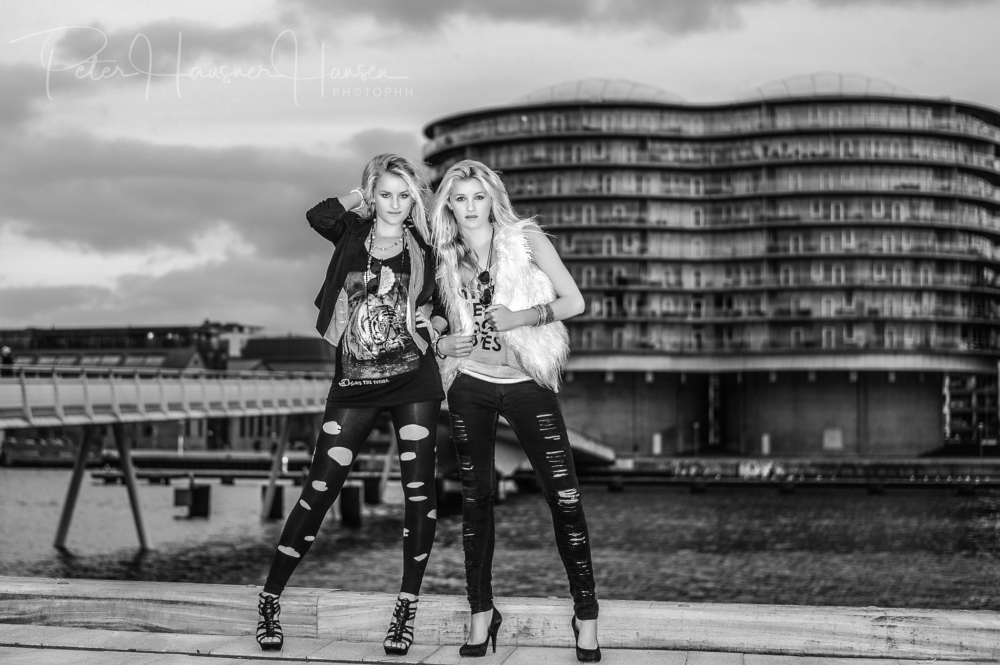 Twins in fashion  by PHOTOPHH.1