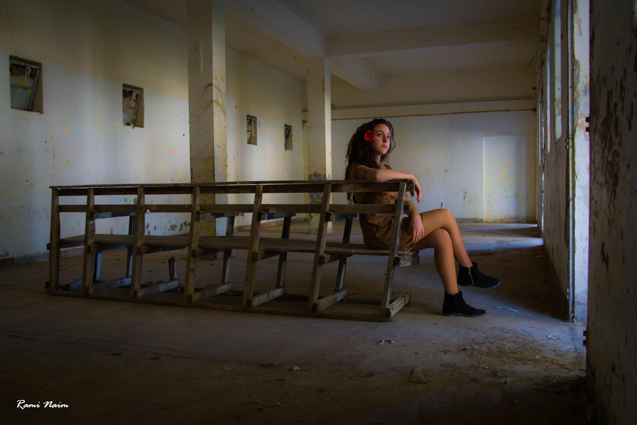 Waiting .. by raminaim