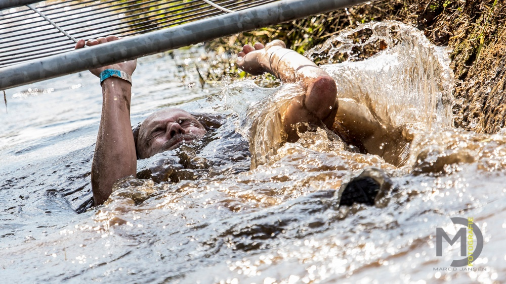 Photo in Sports #ploeterun beringe #ploeterun #beringen #man #water #mud