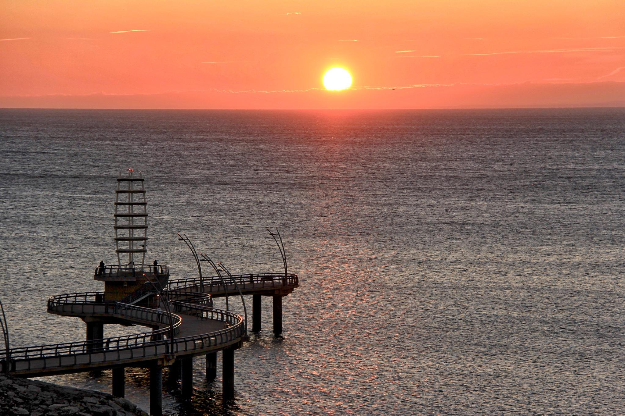 Sunrise Pier by gerry.lewicki